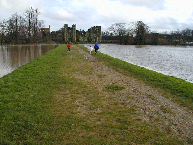 Path to Cowdray Castle - geograph.org.uk - 423122