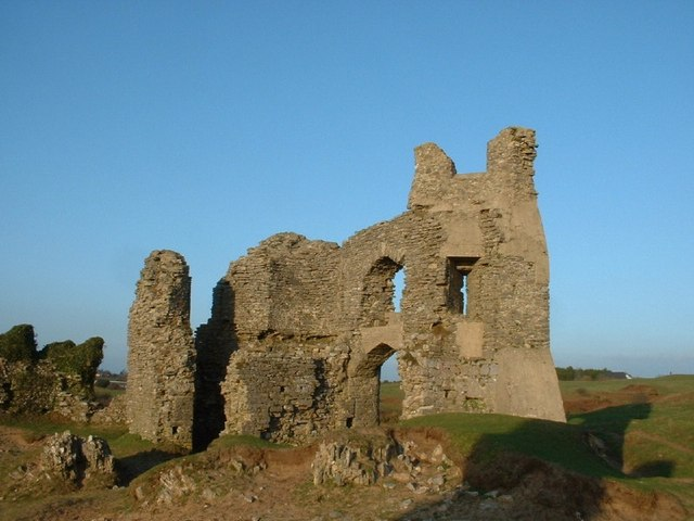 Pennard Castle Ruins - geograph.org.uk - 415060
