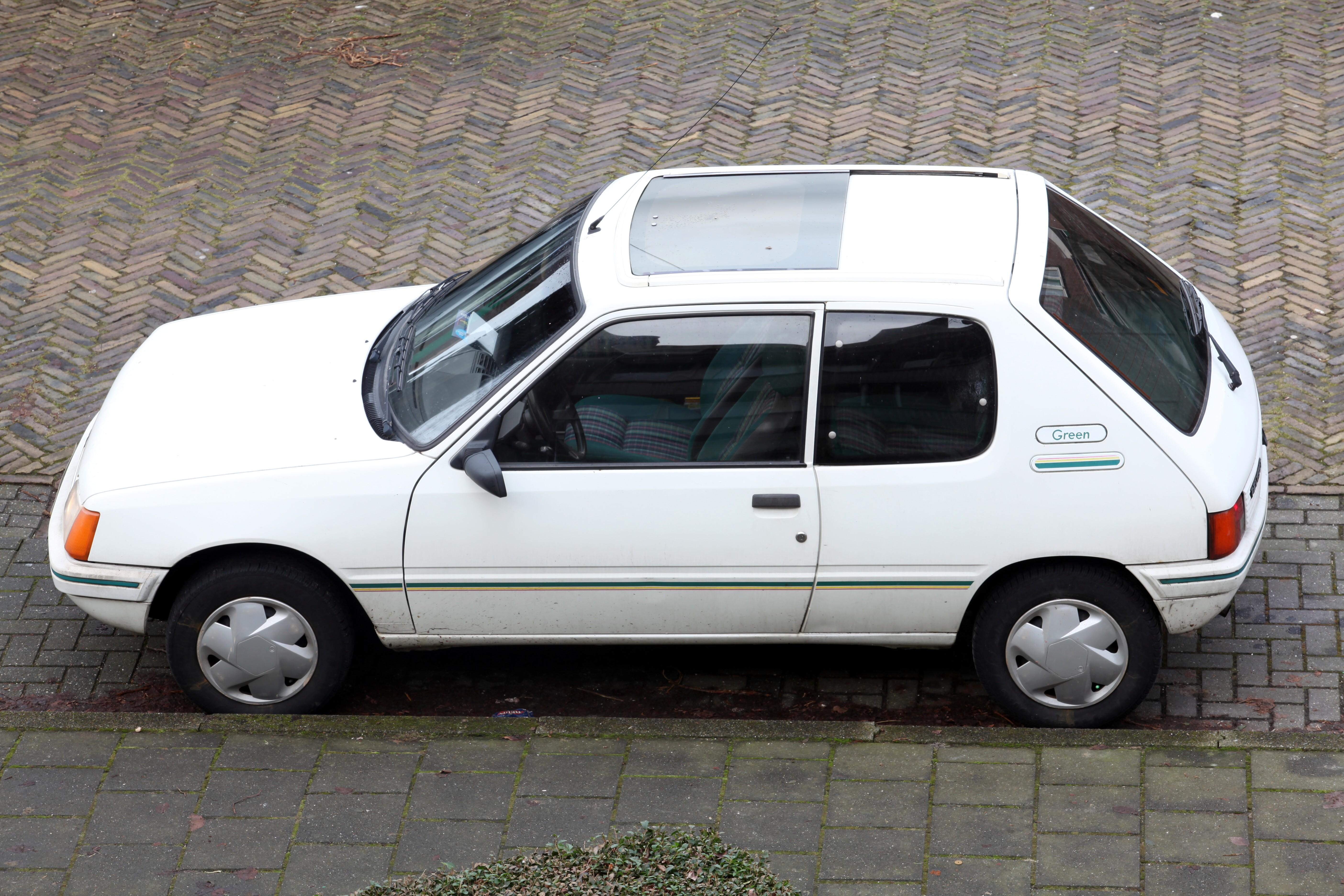 File Peugeot 205 Green Jpg Wikimedia Commons