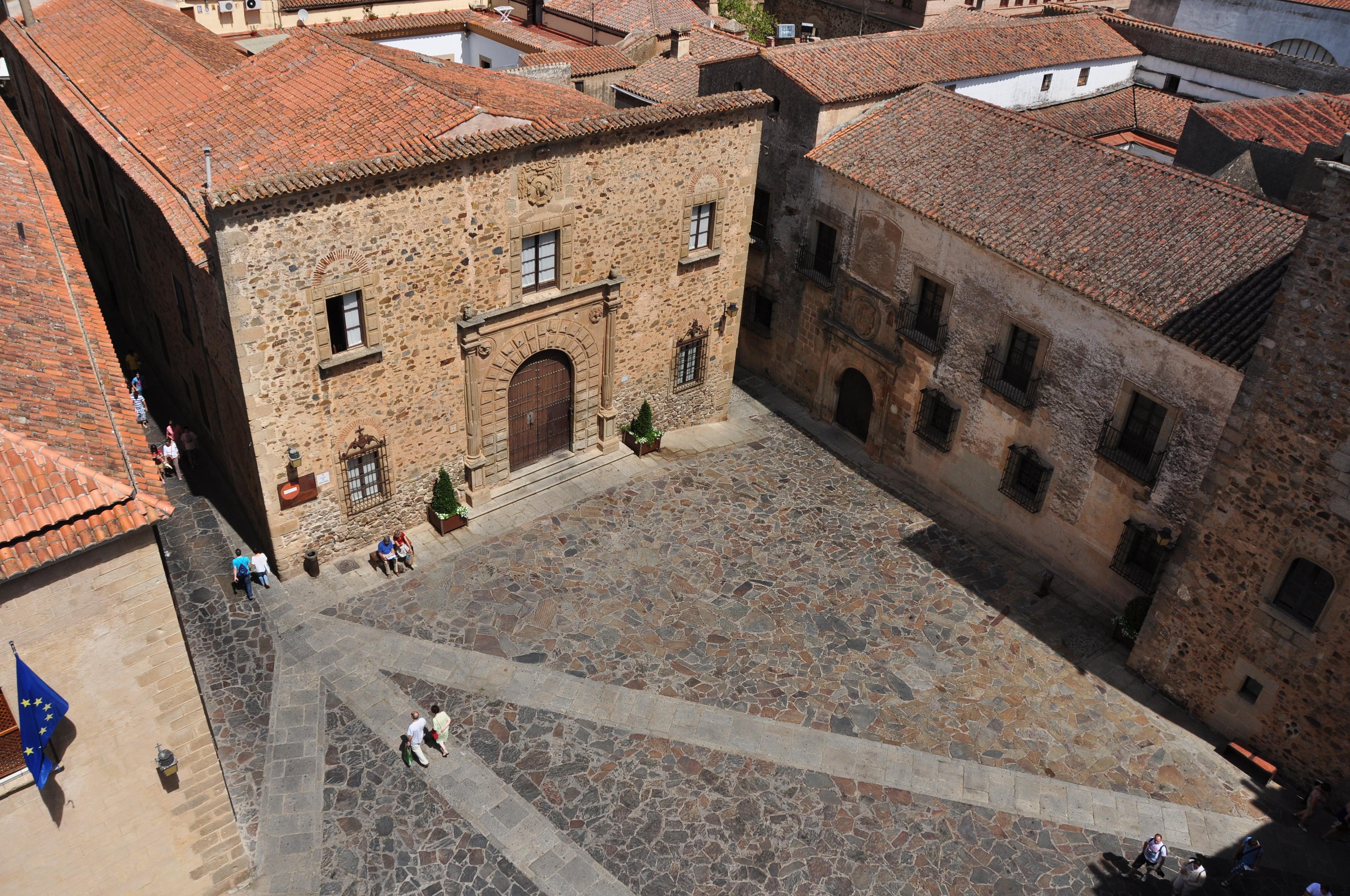 File:Plaza de Santa María, Cáceres.JPG - Wikimedia Commons