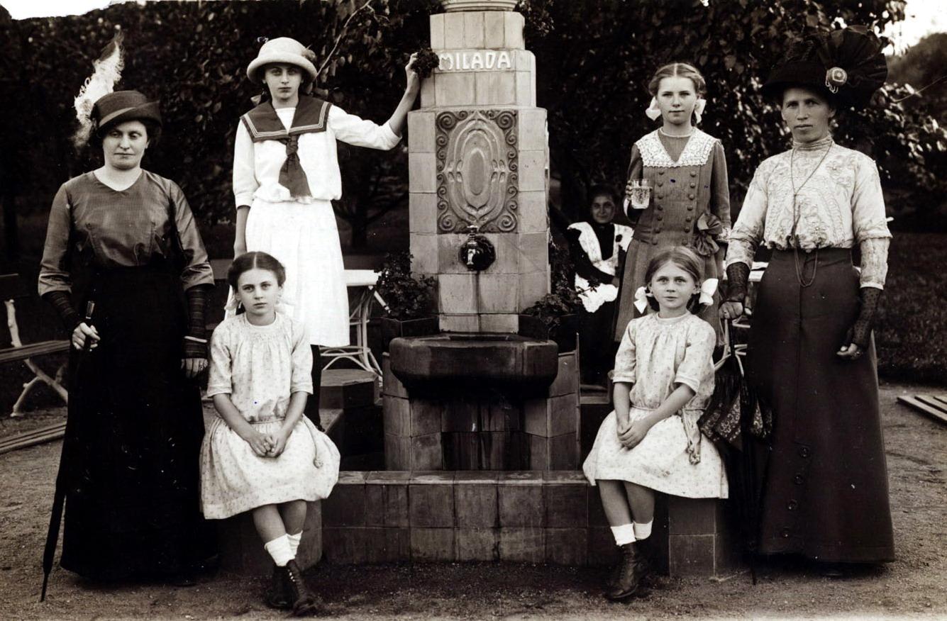 File:Podebrady pramen Milada 1913.jpg