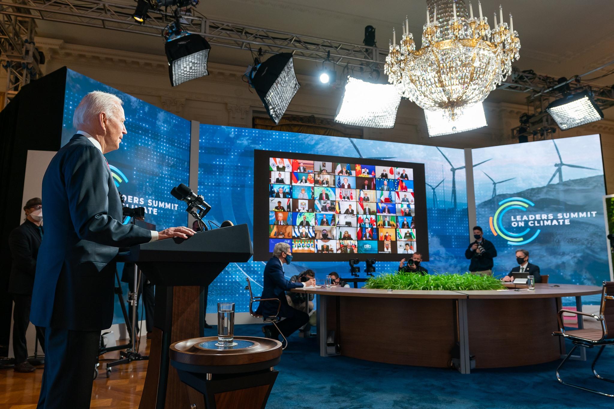 Il presidente Biden al summit sul clima tenutosi a fine aprile.