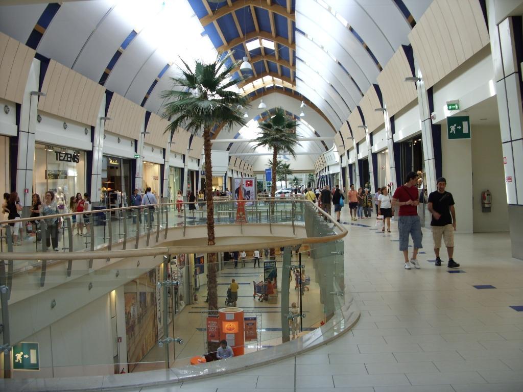 Descrizione Rimini centro commerciale.JPG