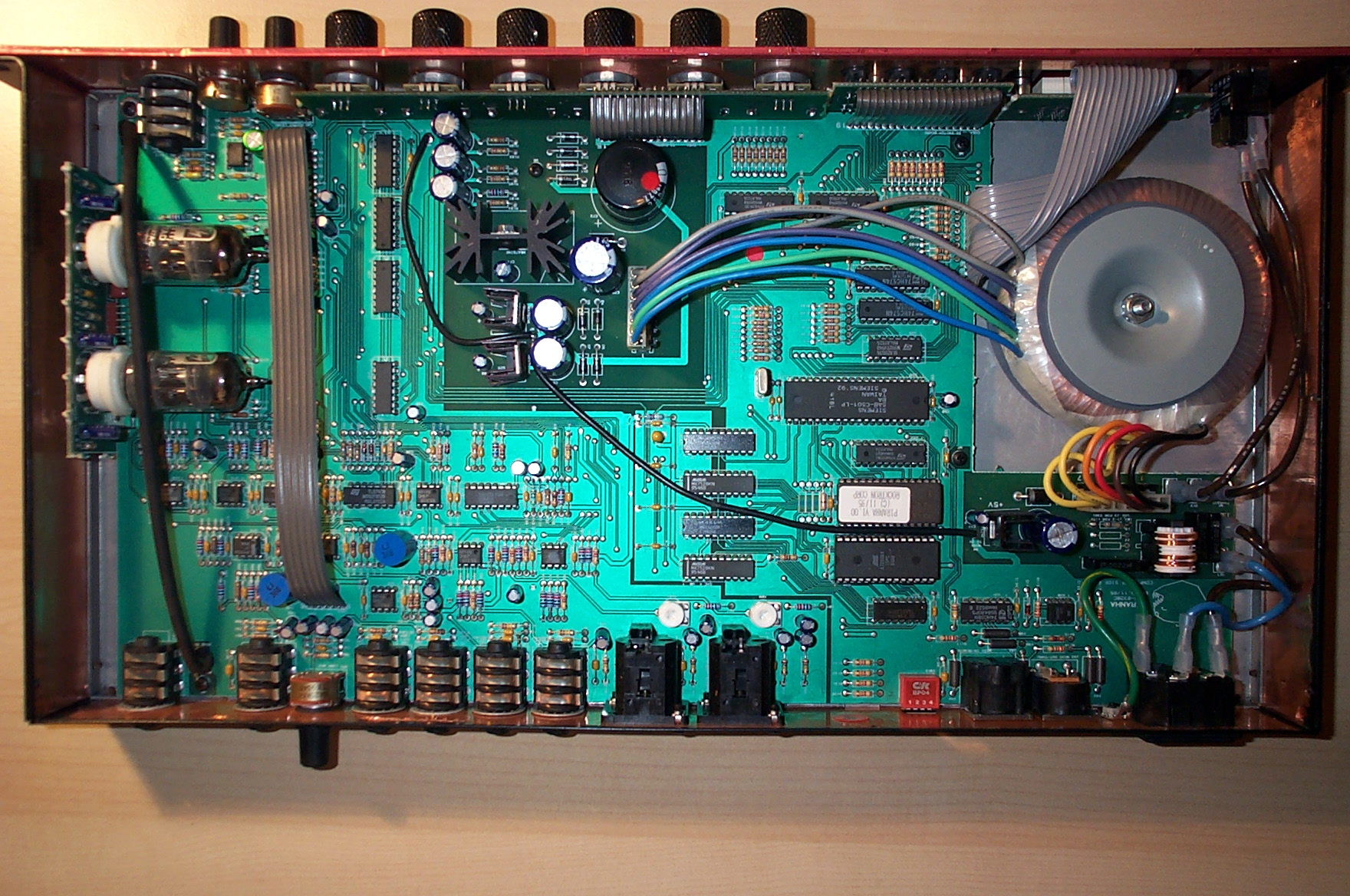 File:Rocktron Piranha guitar preamp - inside (2007-03-08 23 13 52 by