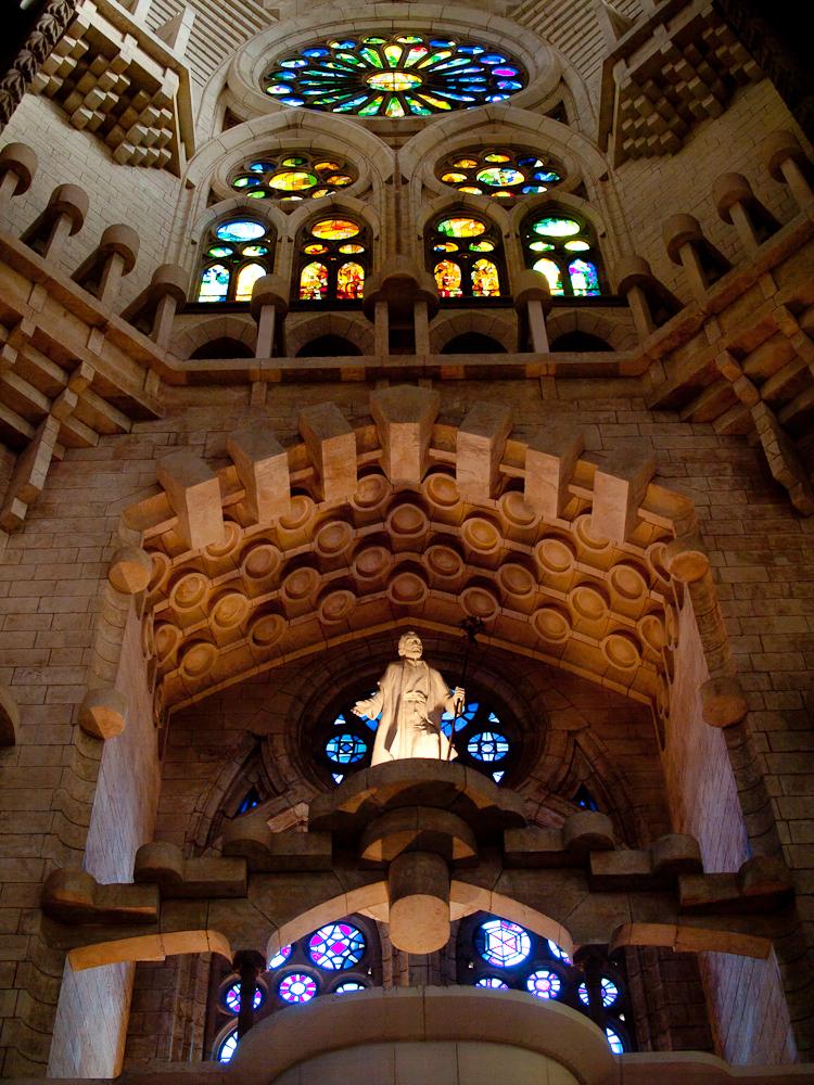File sagrada fam lia interior north wikimedia for La sagrada familia inside