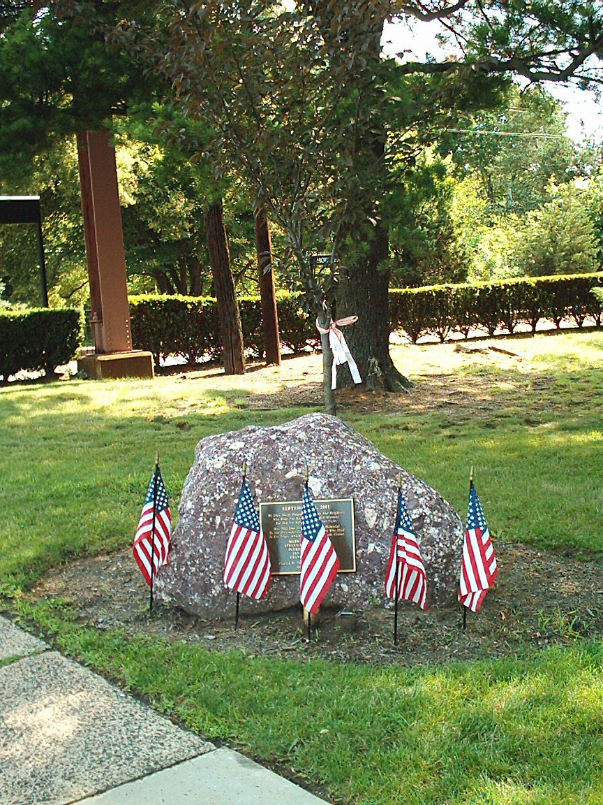 http://upload.wikimedia.org/wikipedia/commons/0/0c/Short_Hills_NJT_Station_Memorial_Tree.jpg