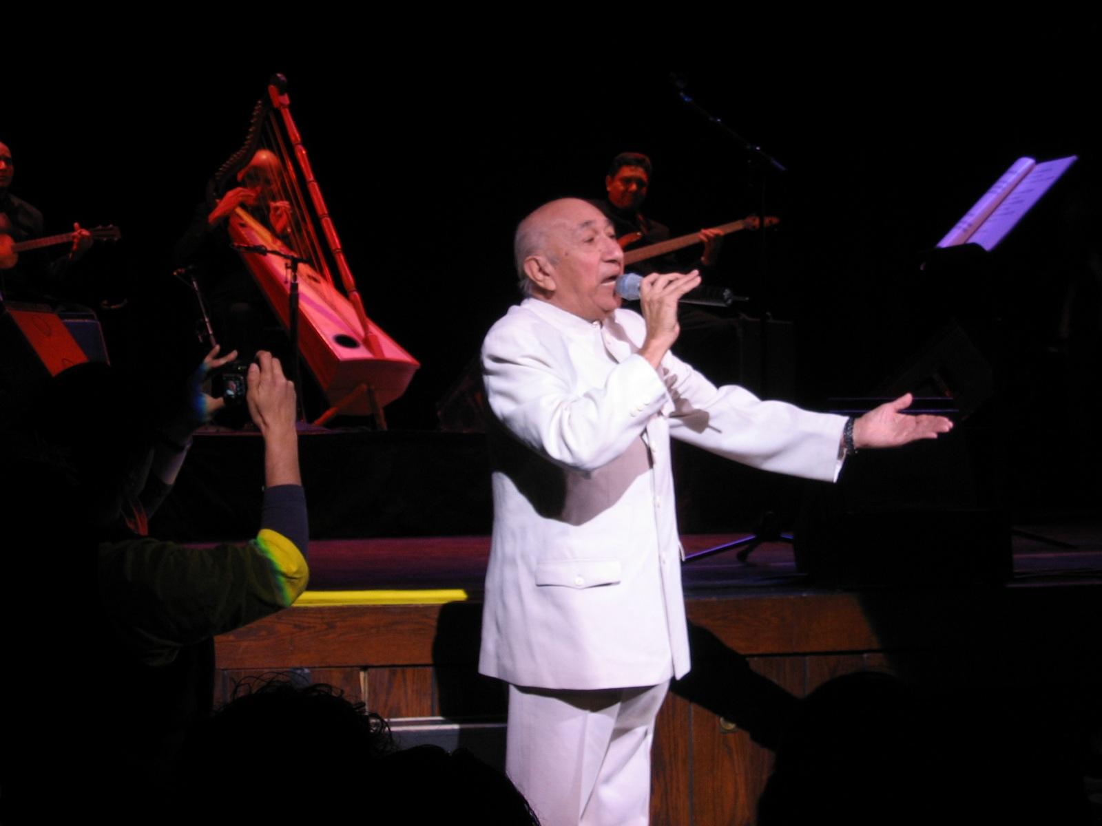 Simón Díaz en 2005, durante una actuación en Boston (EE.UU.)