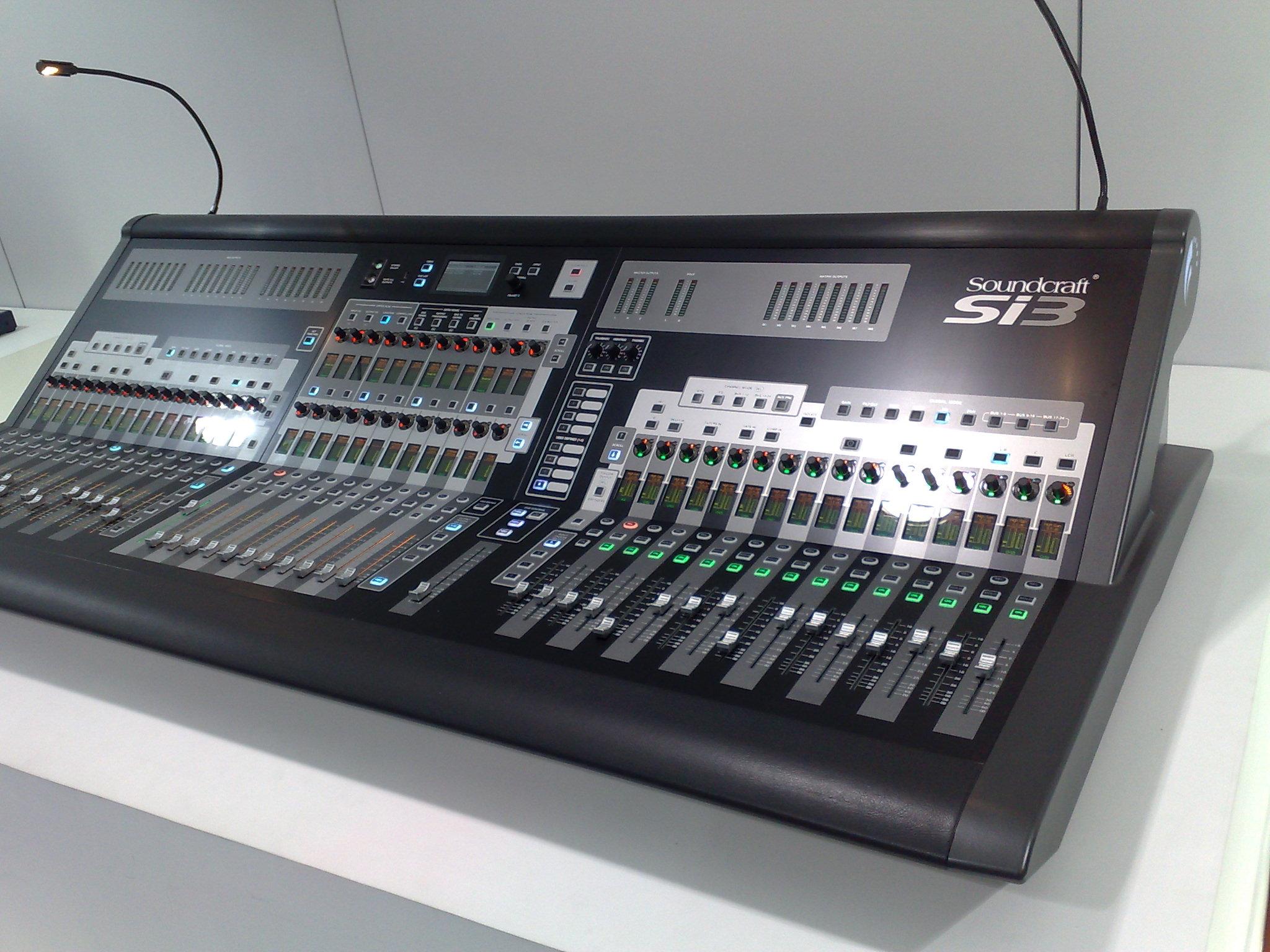 File:Soundcraft Si3, Expomusic 2010.jpg - Wikimedia Commons