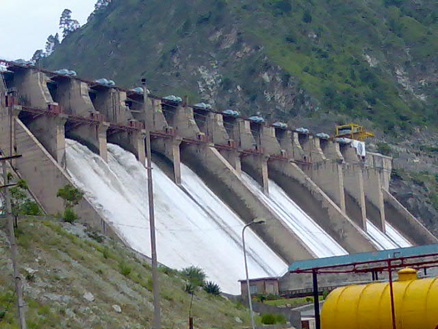 dulhasti power plant Dulhasti power station is run-of-the-river with pondage scheme with an installed capacity of 390 mw (3 x 130mw) to harness the hydropower potential of river chenab.