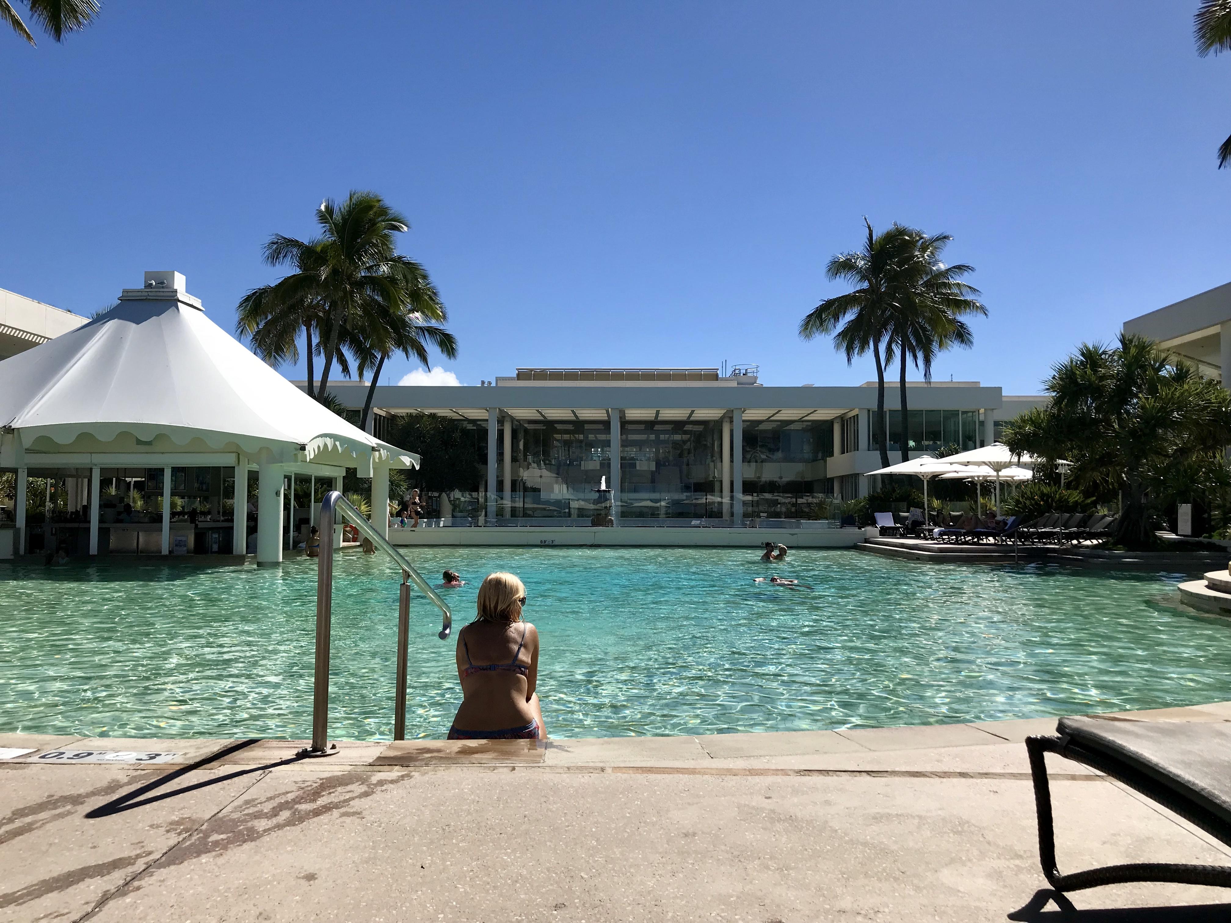 File:Swimming pool of Sheraton Grand Mirage Resort, Gold