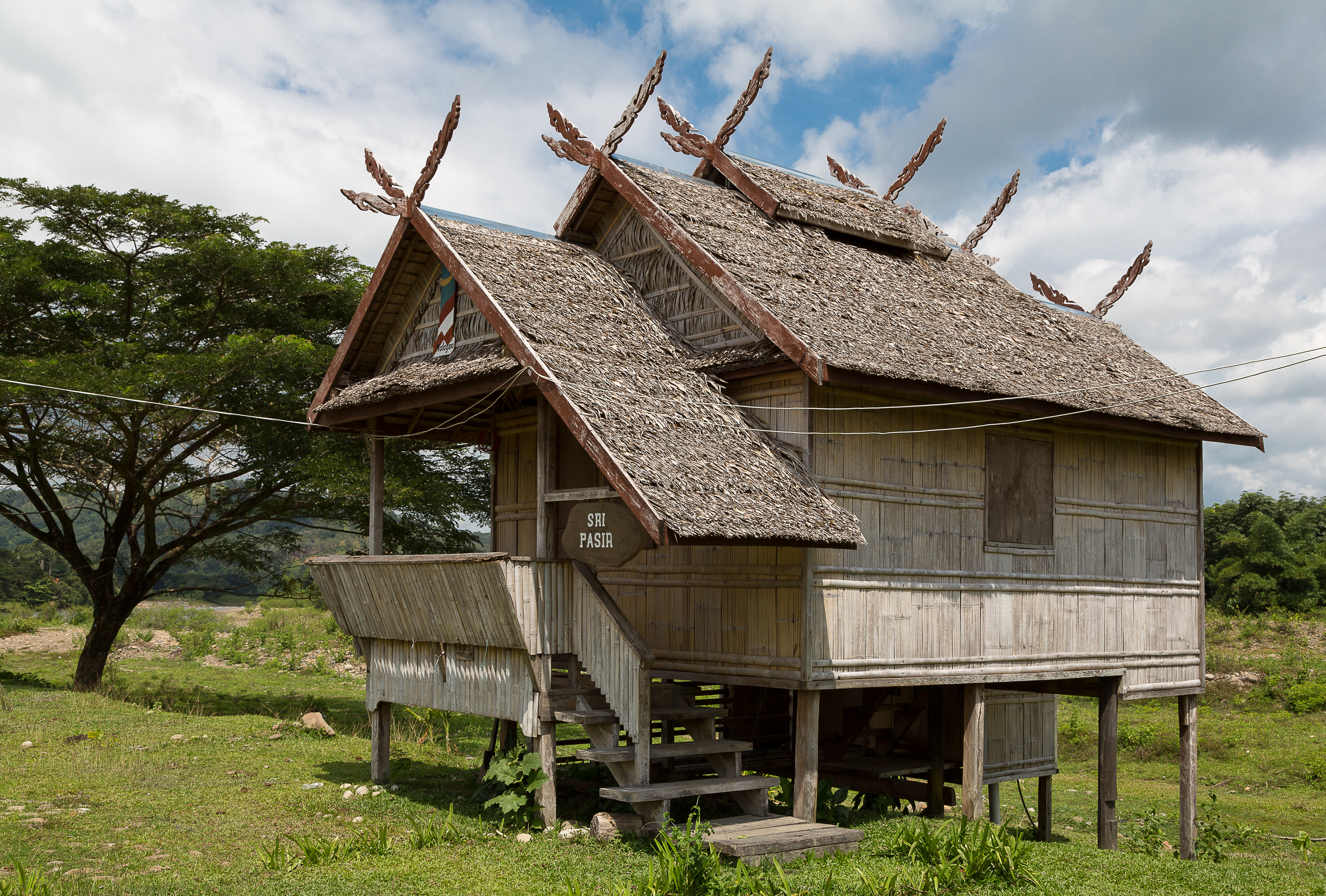 File tambulian kotabelud sabah traditional houses - Traditional houses attic ...