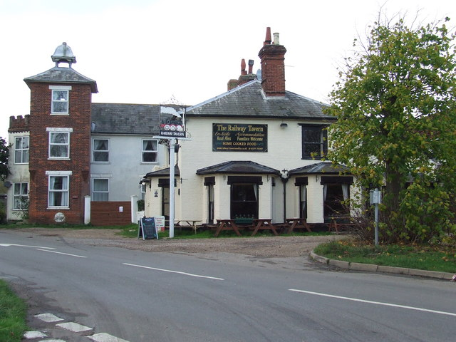 File:The Railway Tavern - geograph.org.uk - 1578783.jpg