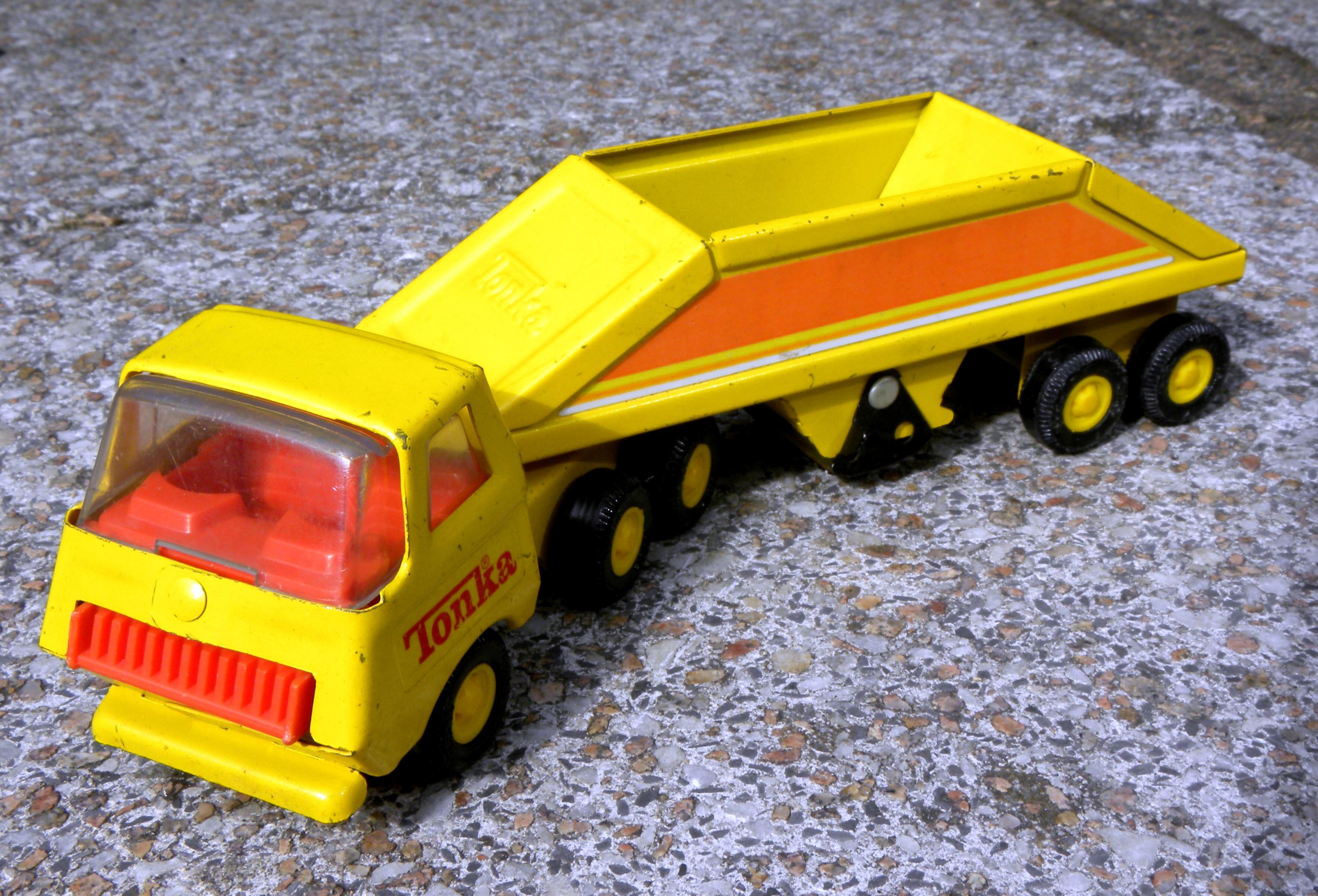 Toys For Trucks Wisconsin : File tonka bottom dump truck g wikimedia commons