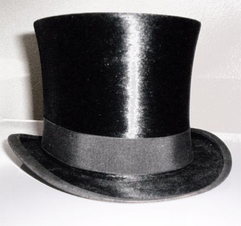 А ещё у меня, мать твою, болезненная любовь к шляпам.  И я хочу цилиндр.