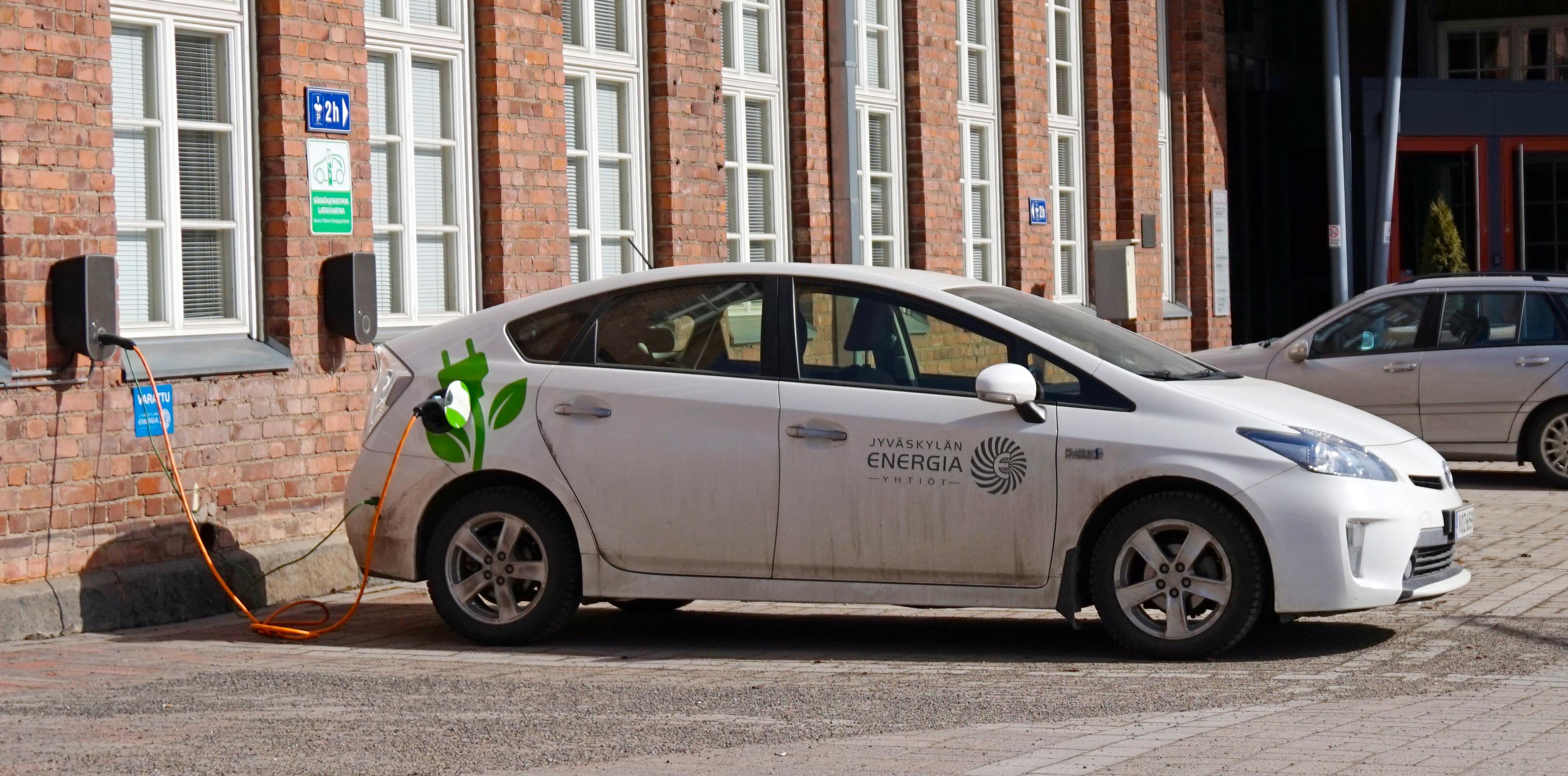 File Toyota Prius Xw35 Plug In Hybrid Charging Finland Jpg