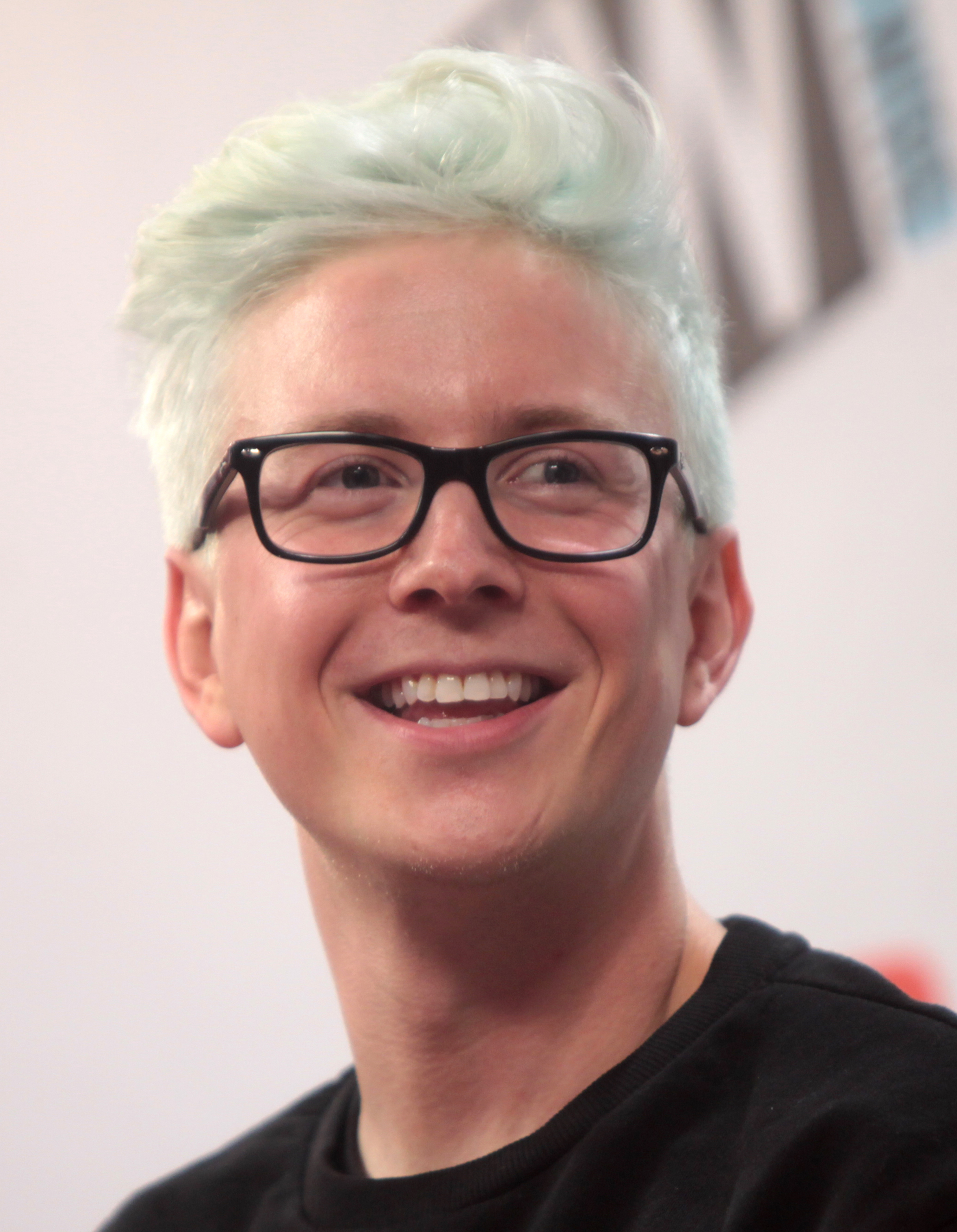 The 29-year old son of father (?) and mother Jackie Oakley Tyler Oakley in 2018 photo. Tyler Oakley earned a  million dollar salary - leaving the net worth at 2 million in 2018