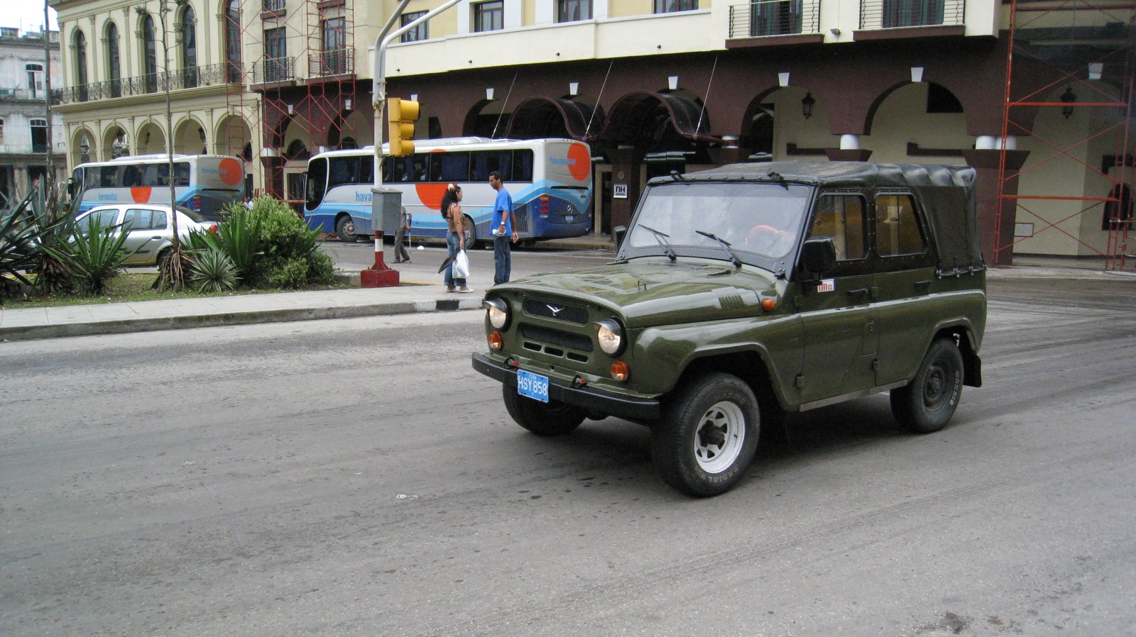 File:UAZ-469 in Havana, Cuba.jpg - Wikimedia Commons