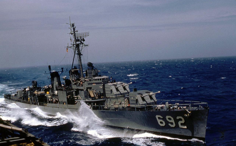 [JEU]Suite de nombres - Page 24 USS_Allen_M_Sumner_%28DD-692%29_in_1959