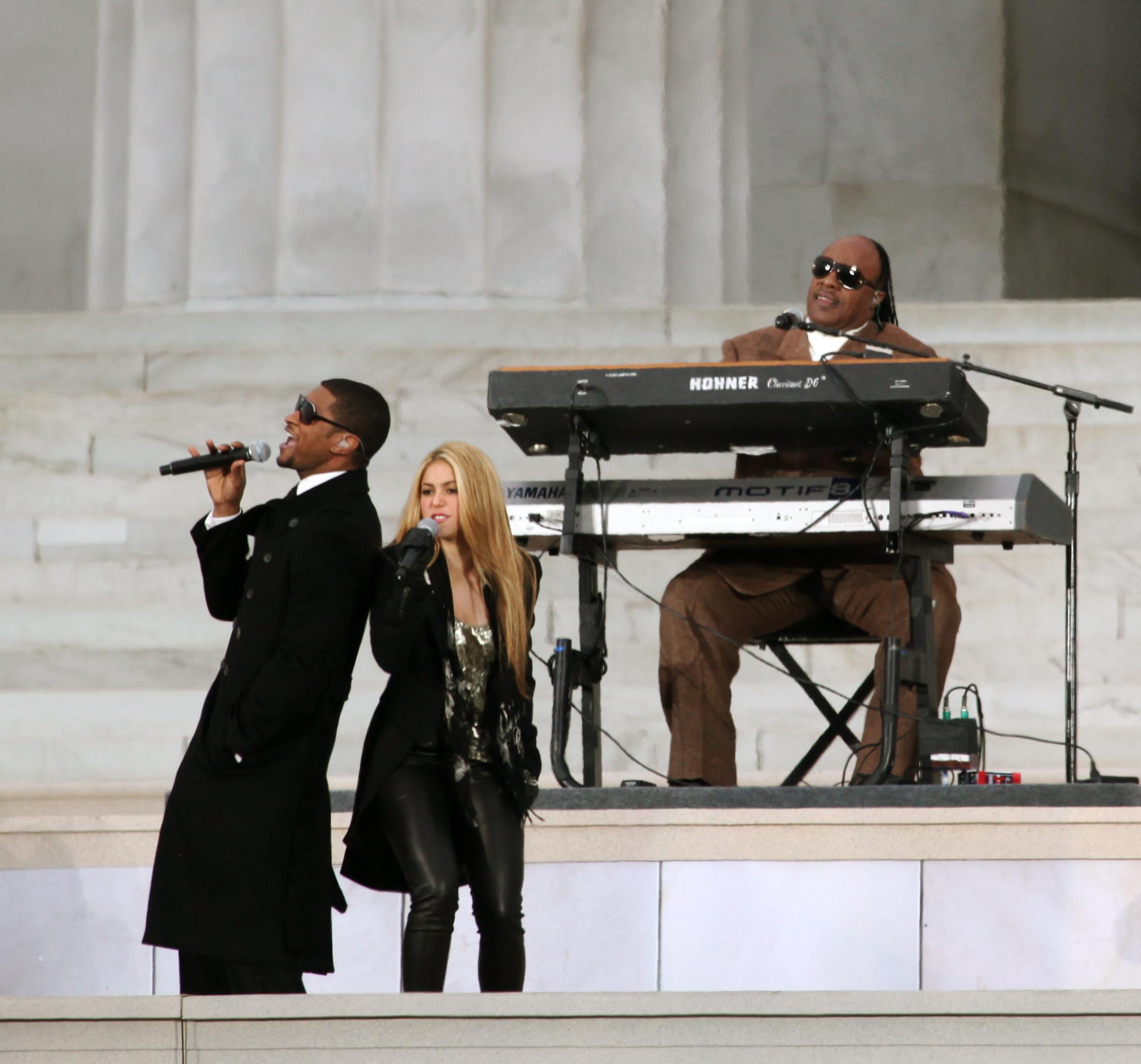 Shakira junto a Usher y Stevie Wonder en la presentación inaugural del presidente Barack Obama.