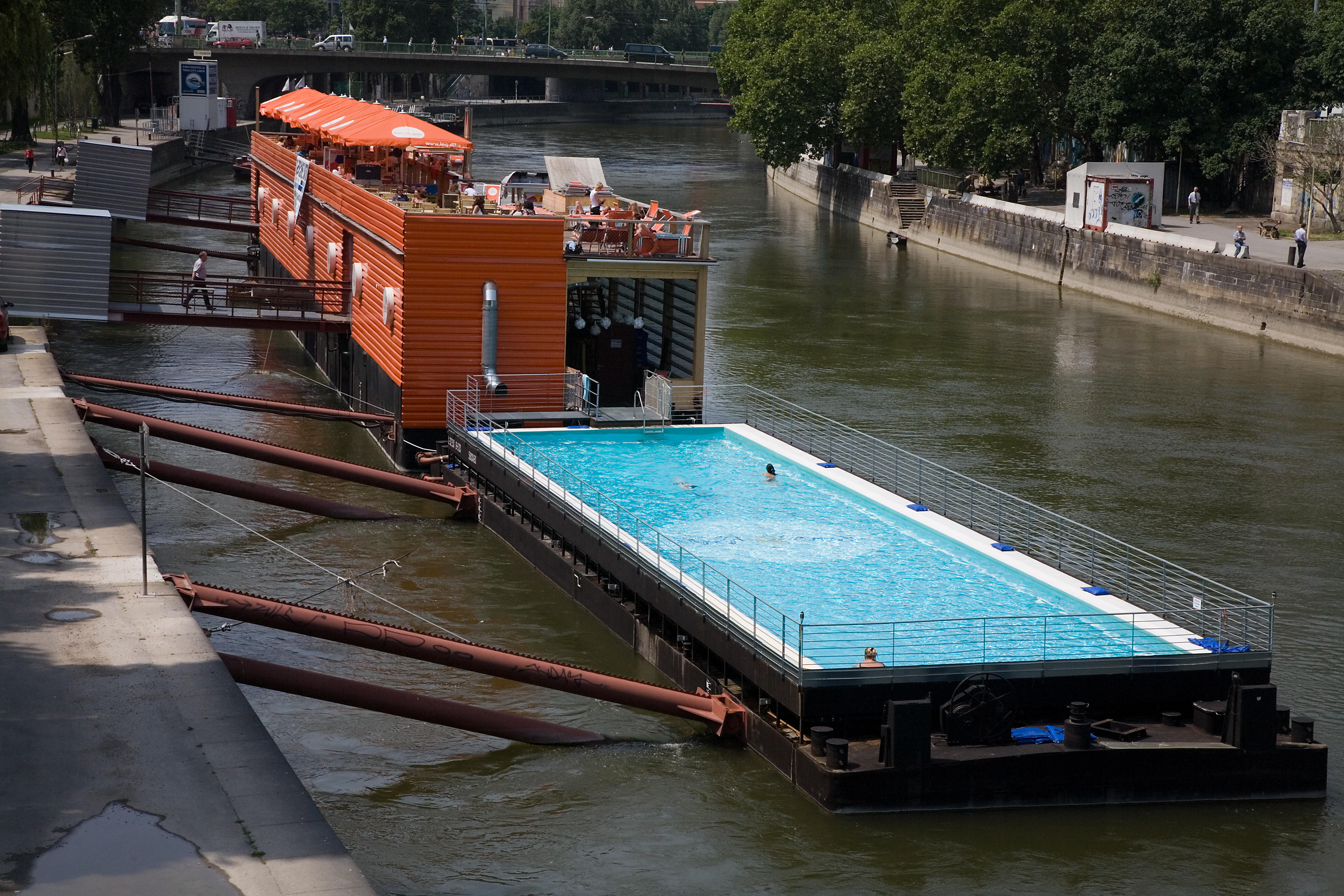 File Vienna A Floating Swimming Pool In The River Danube Wikimedia Commons