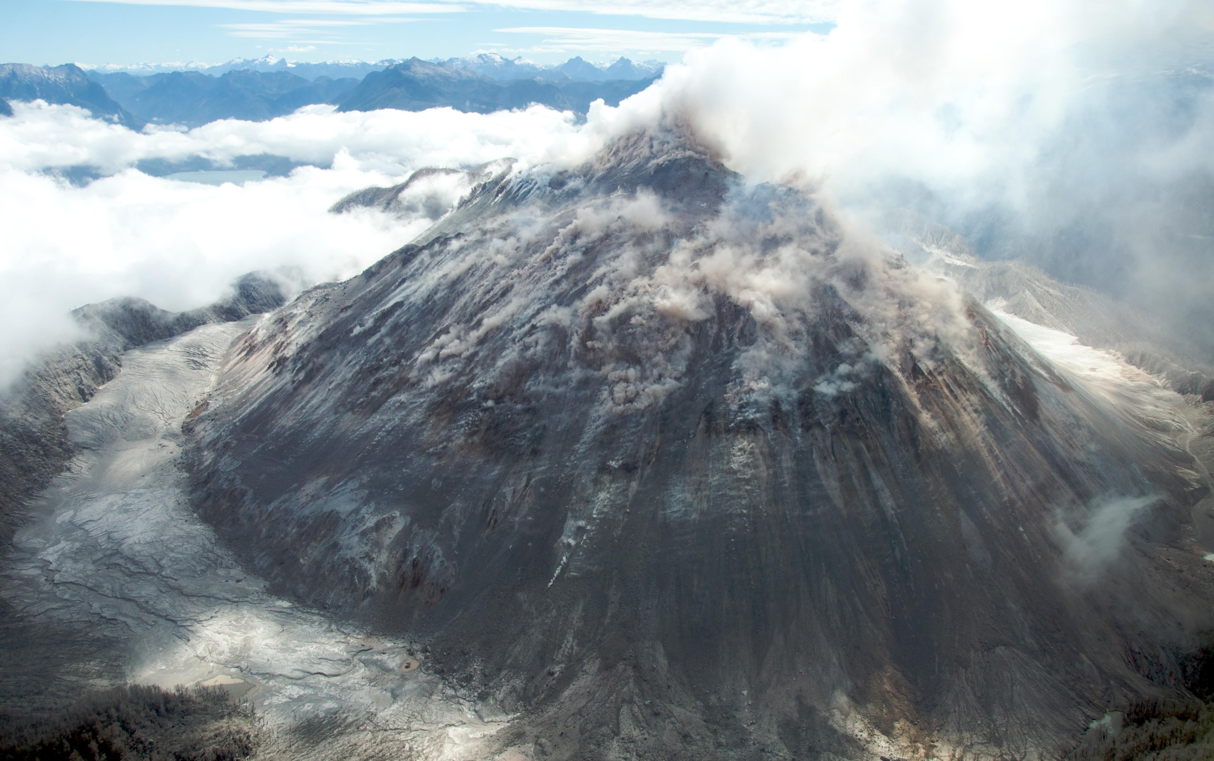 tema #3 vulcanismo Volc%C3%A1n_Chait%C3%A9n-Sam_Beebe-Ecotrust
