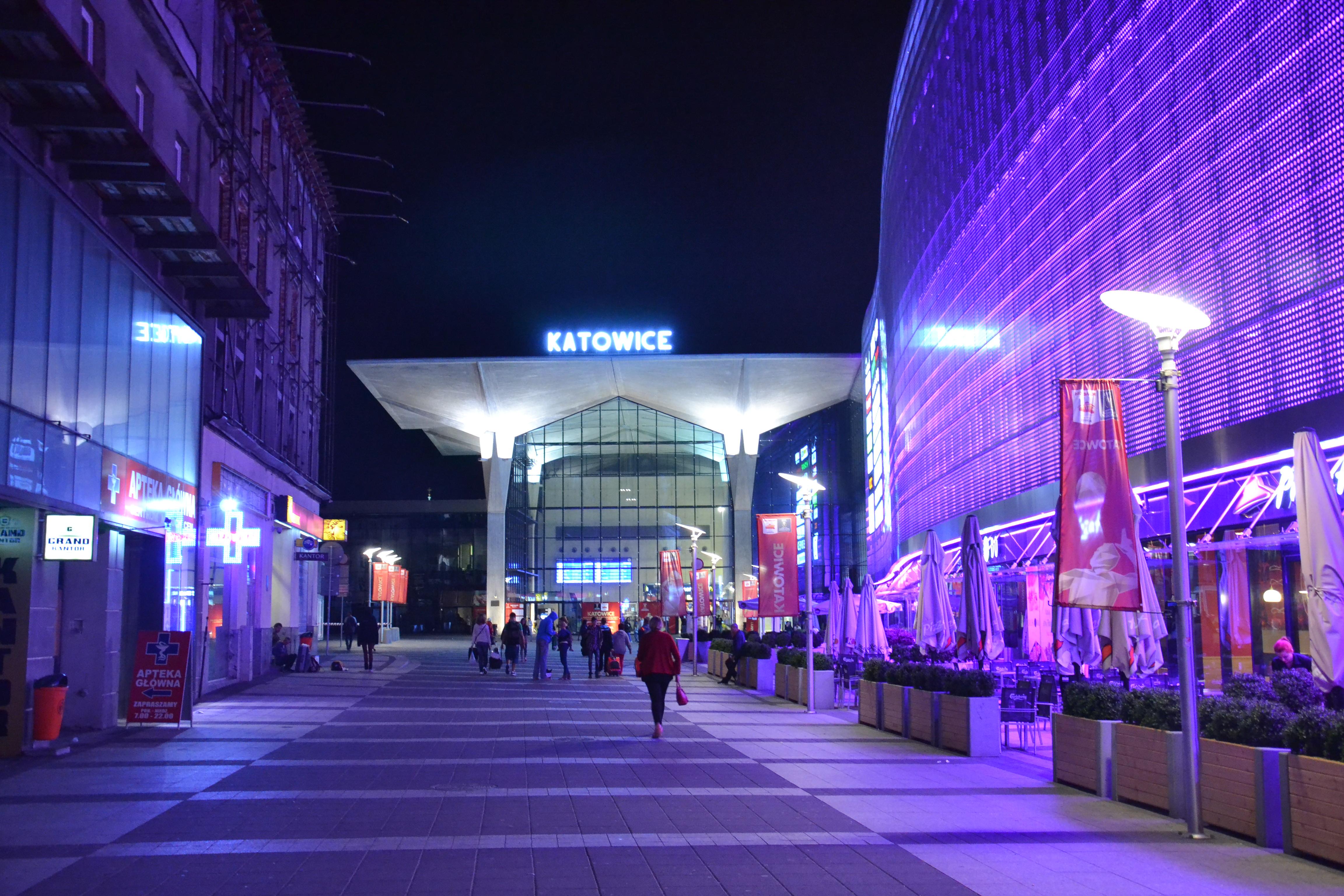 WK14 Katowice nocą.JPG