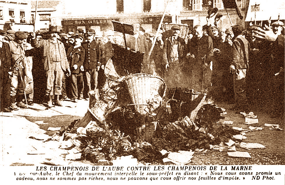 1911 autodafé de feuilles d'impots.jpg