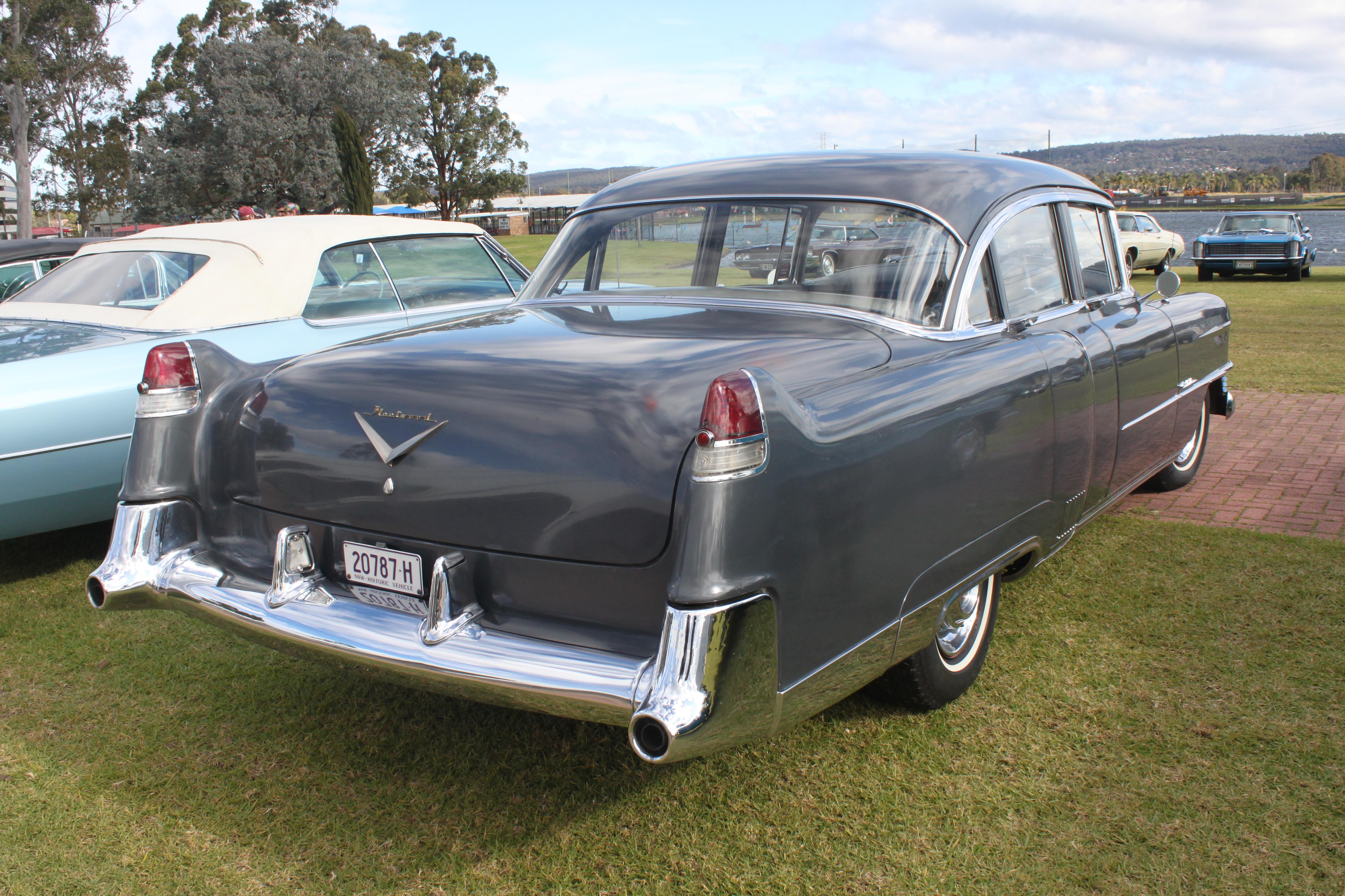 1954_Cadillac_Sixty_Special_Fleetwood_(1