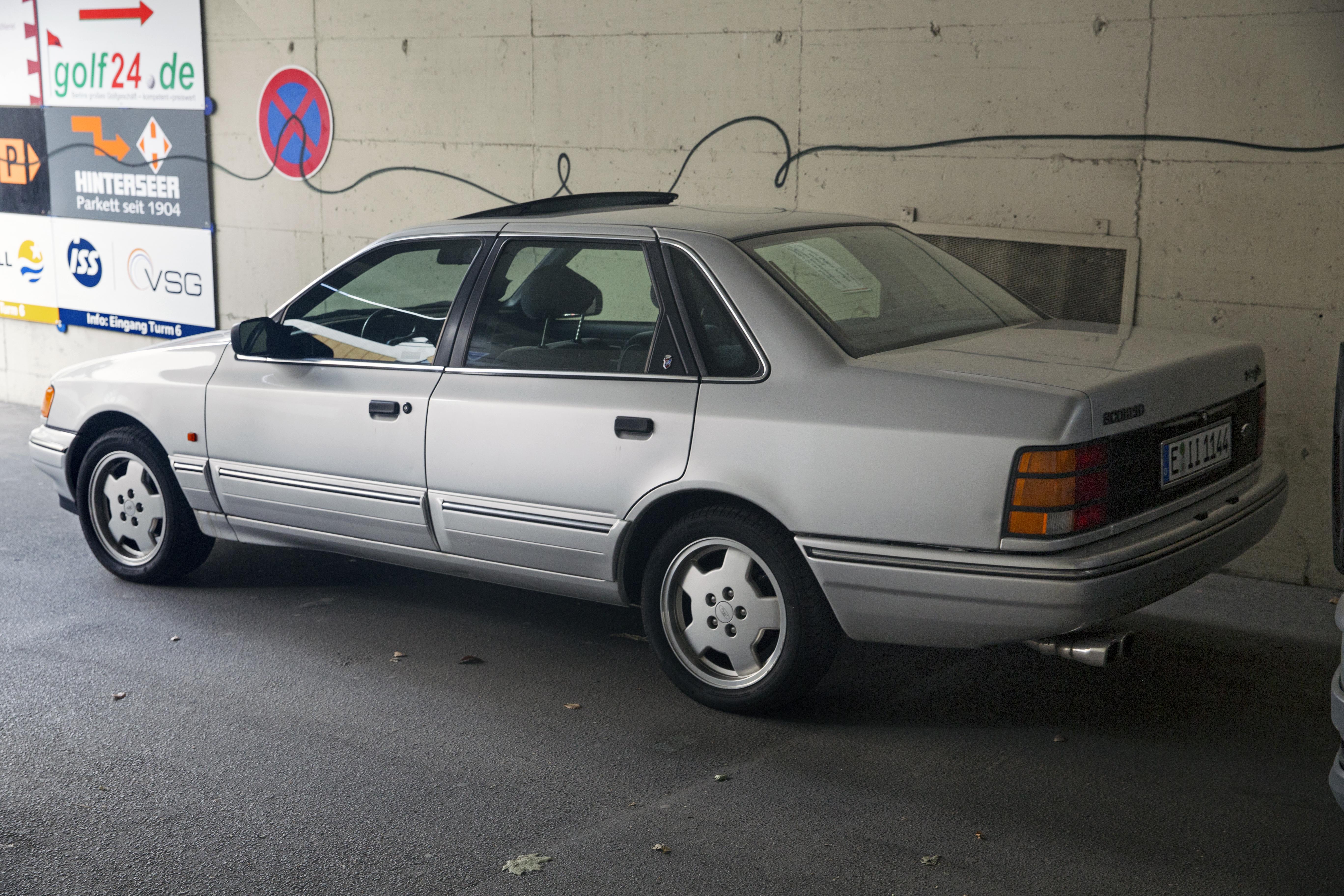 Datei 1990 92 Ford Scorpio 2 9i Ghia 4 door left rear –