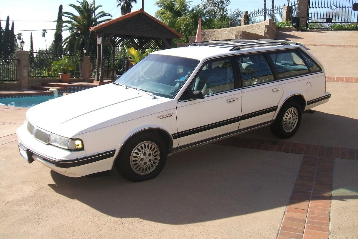File:1992 oldsmobile cutlass cruiser sl station wagon glendale ...