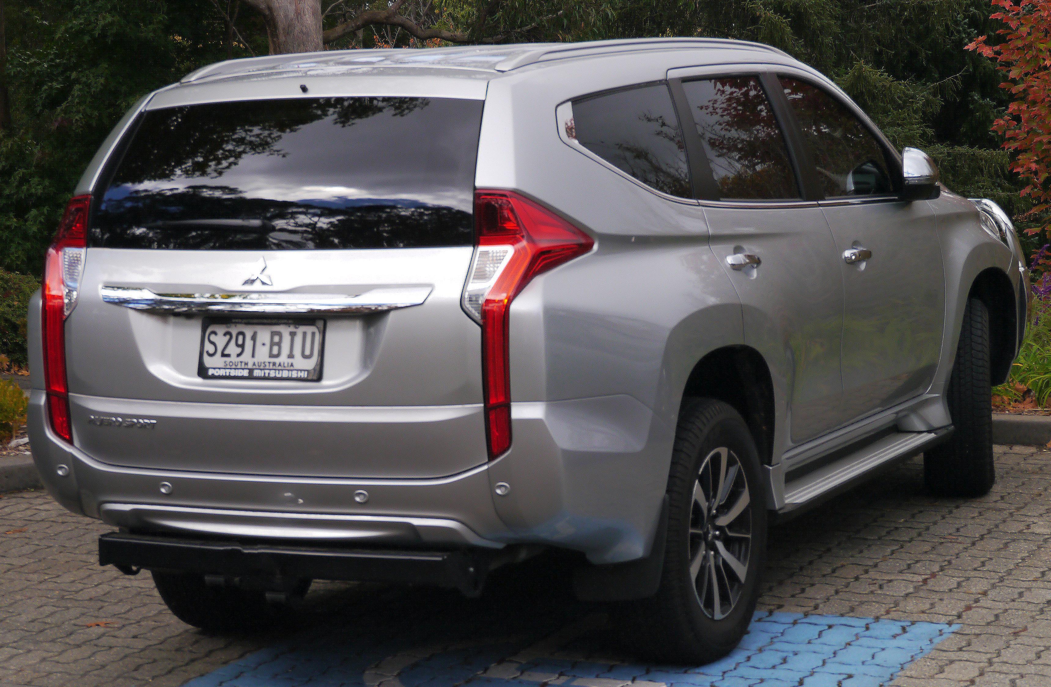File 2016 Mitsubishi Pajero Sport QE GLS wagon 2016 04 10