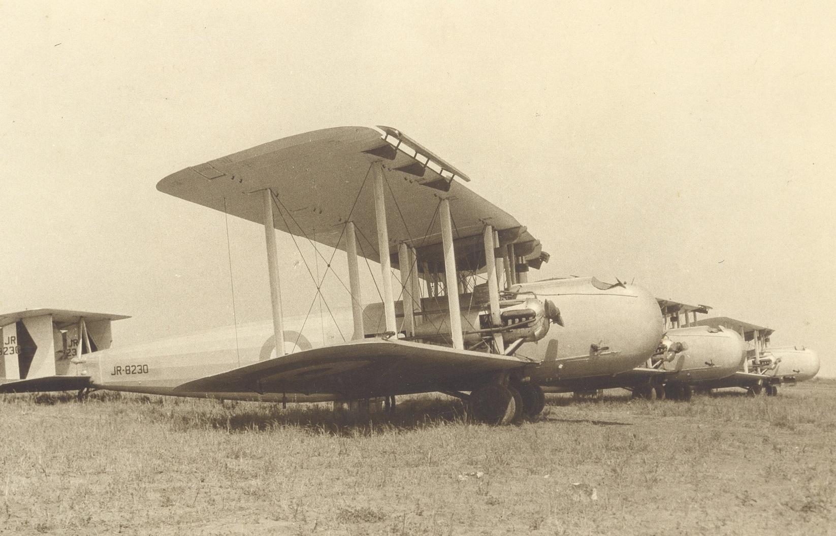 Ismailia Egypt  City pictures : 216 Squadron RAF Vickers Victorias at Ismailia, Egypt, c1929 A A ...