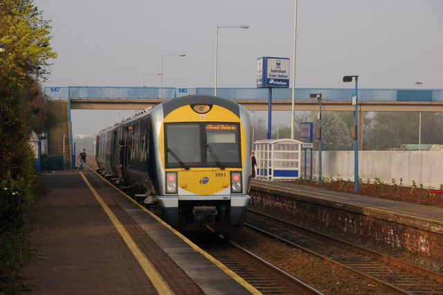 File:About to depart from Sydenham station - geograph.org.uk - 400289.jpg