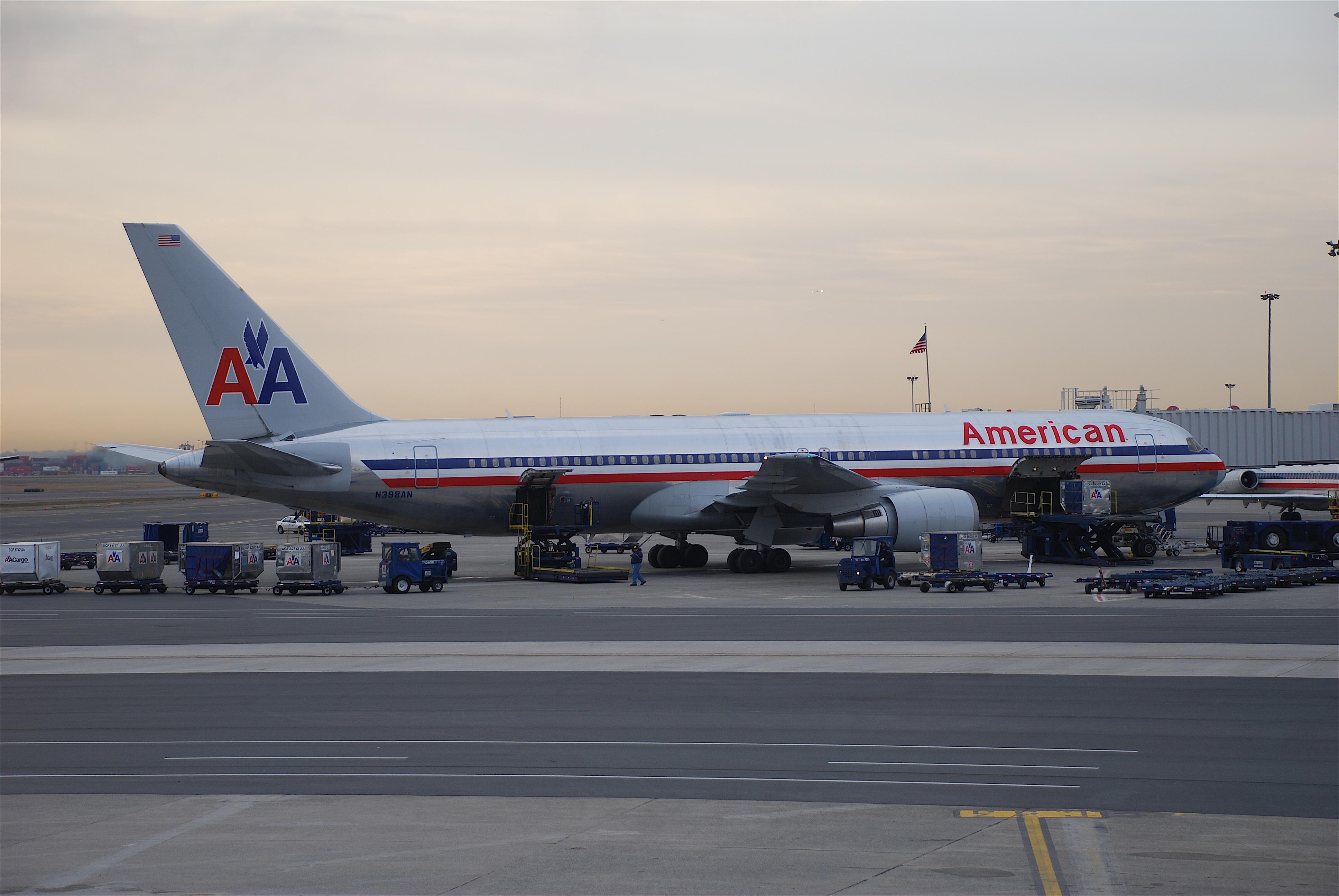 File American Airlines Boeing 767 300 N398AN BOS 04 02 2008