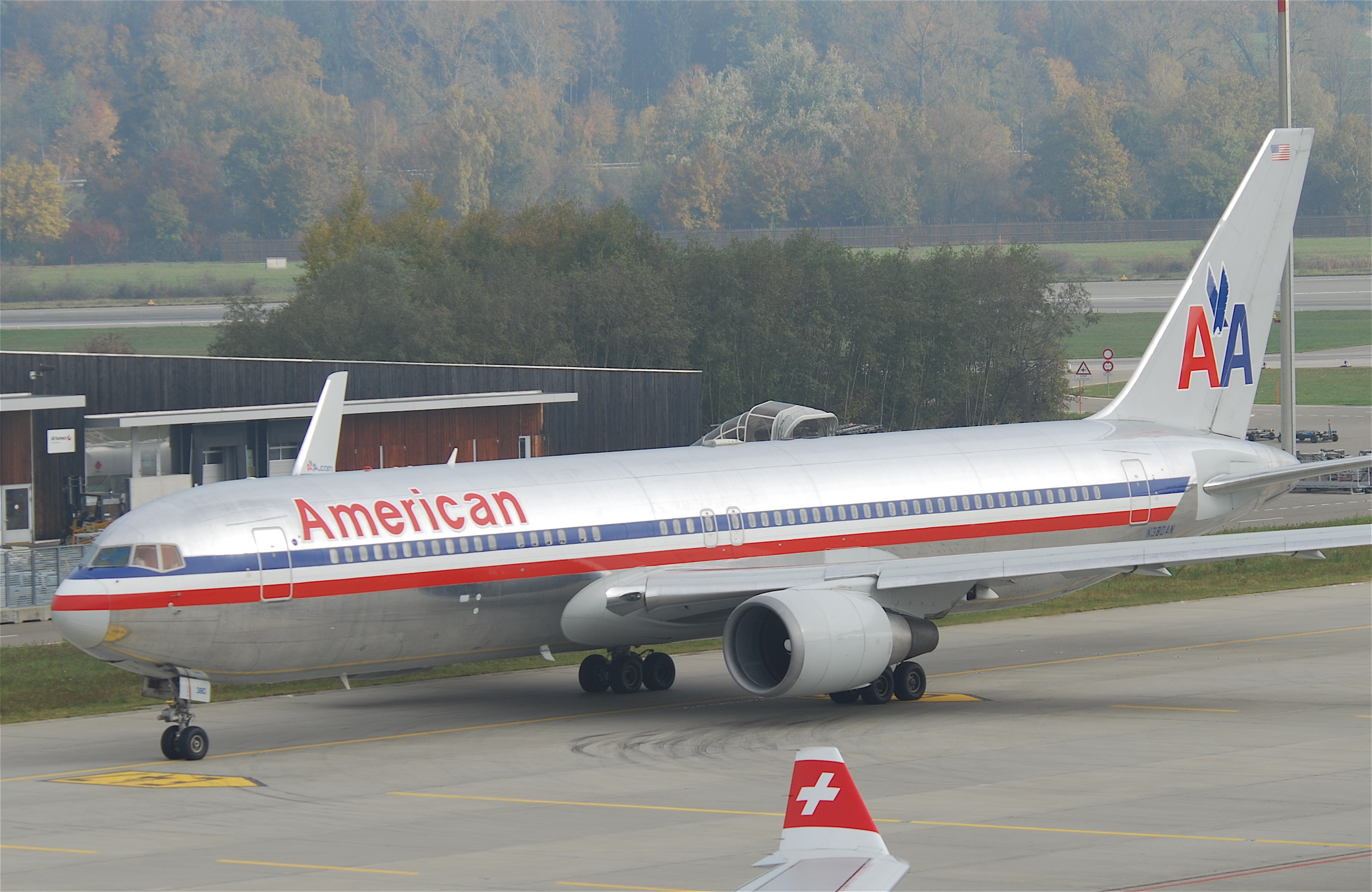 File:American Airlines Boeing 767-300; N380AN@ZRH;28.10 ...