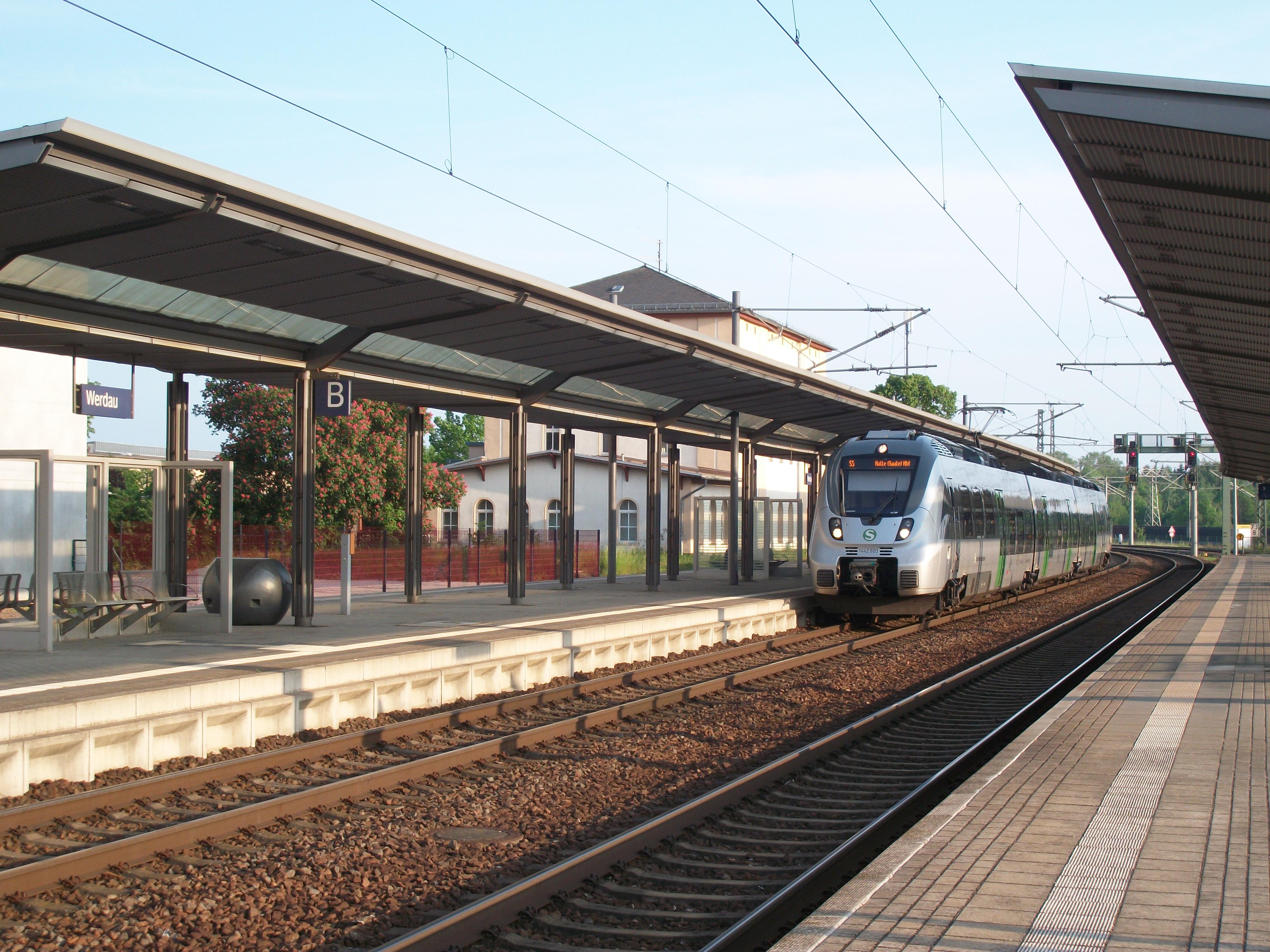 Datei Bahnhof Werdau mit S Bahn 7 –