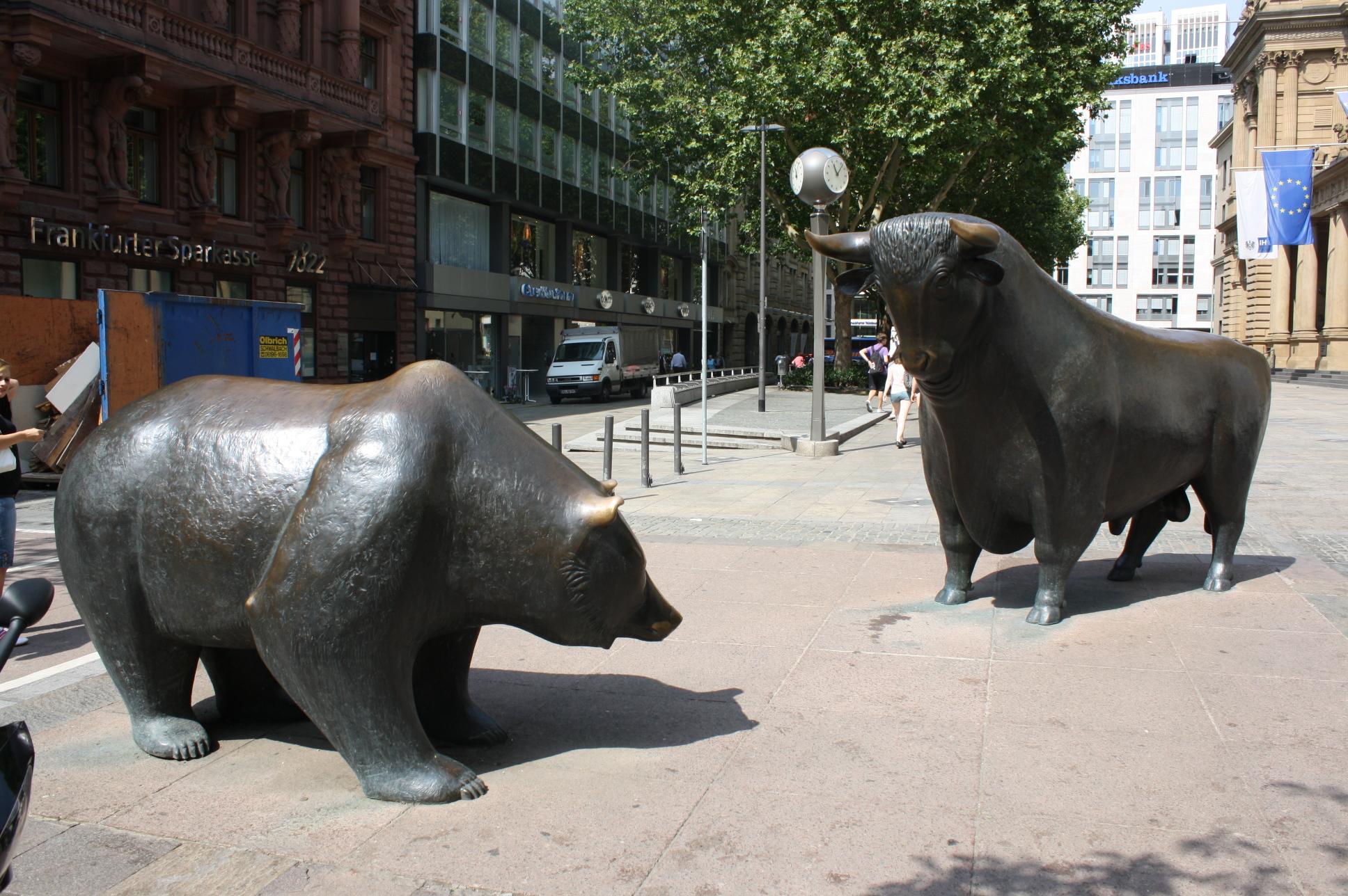 File Bear and bull panoramio