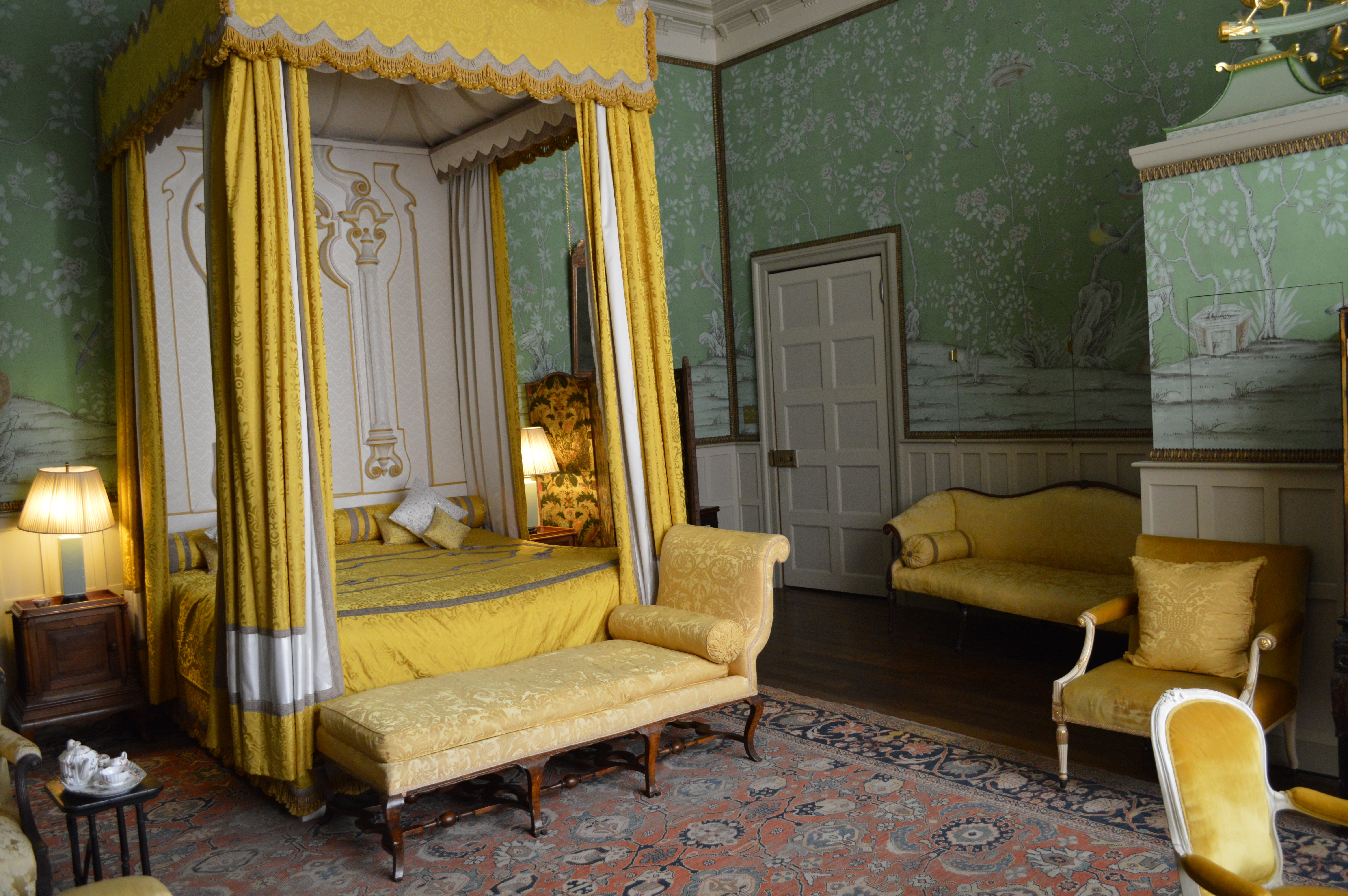 File:Bedroom, Hatfield House-19666194565.jpg - Wikimedia ...
