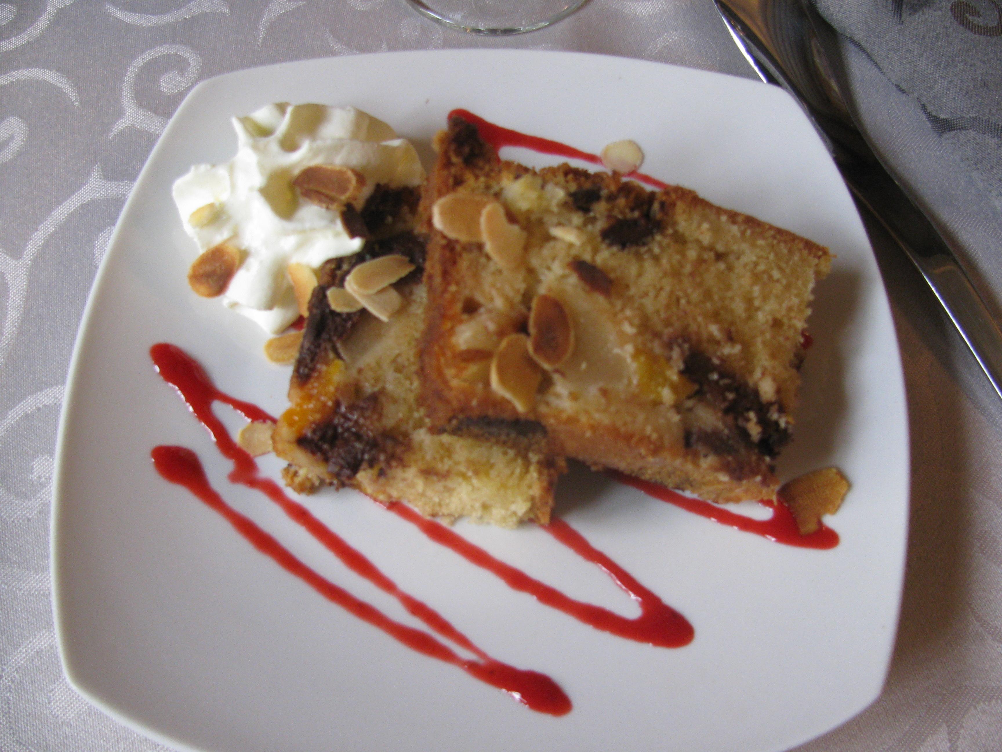File Bouchet Cake Aux Pepites De Chocolat Jpg Wikimedia Commons