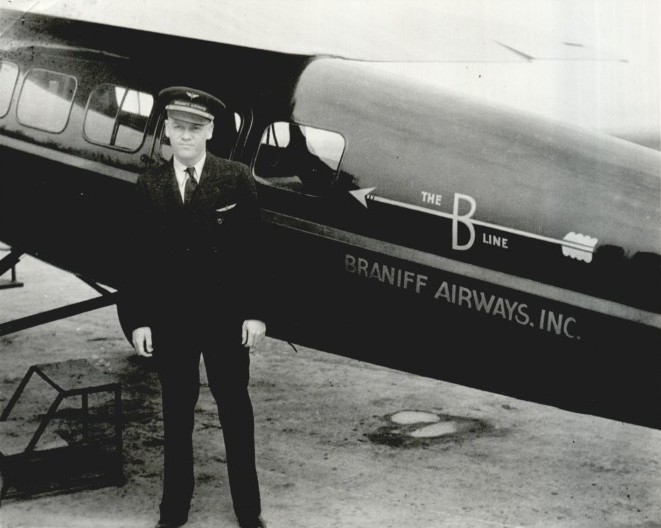 File:Braniff Airways Captain R V Carleton Lockheed Vega Jun 1931.jpg