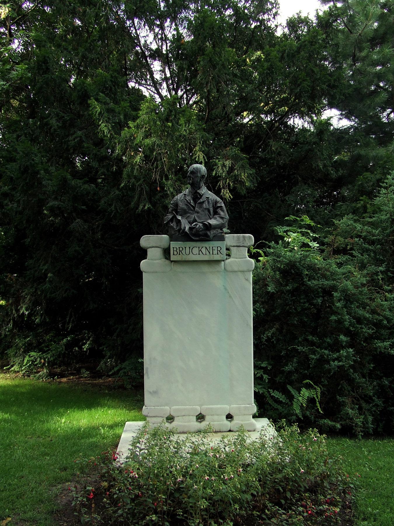 Bruckner Statue Stadtpark Wien.jpg