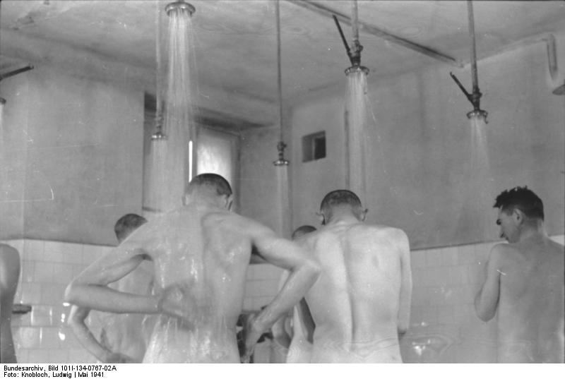 http://upload.wikimedia.org/wikipedia/commons/0/0d/Bundesarchiv_Bild_101I-134-0767-02A%2C_Polen%2C_Ghetto_Warschau%2C_Duschen.jpg