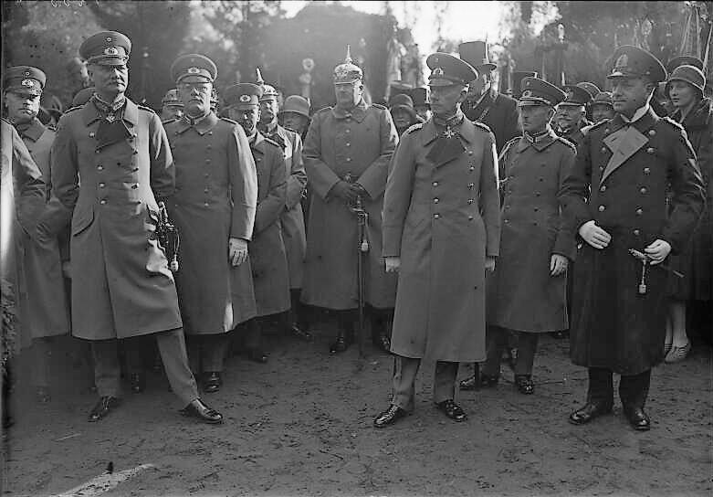 Datei:Bundesarchiv Bild 102-01235, Potsdam, Enthüllung Sanitätskorps-Denkmal.jpg