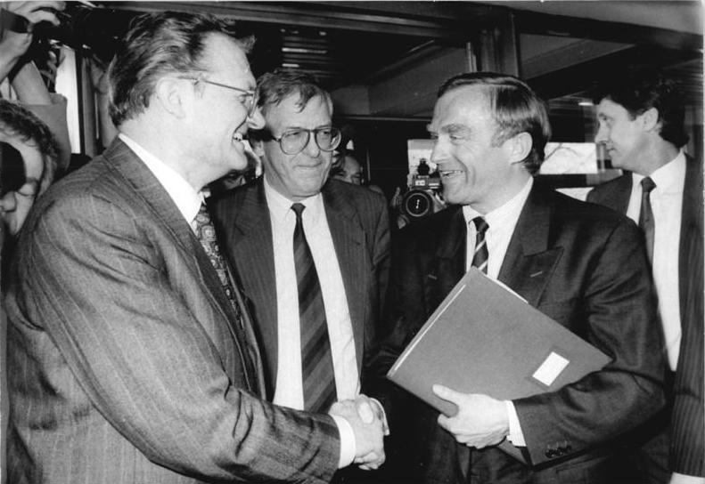 Gerhard Pohl (left), along with [[Franz Bertele]] (center) and [[Helmut Haussmann]] (right), in April 1990