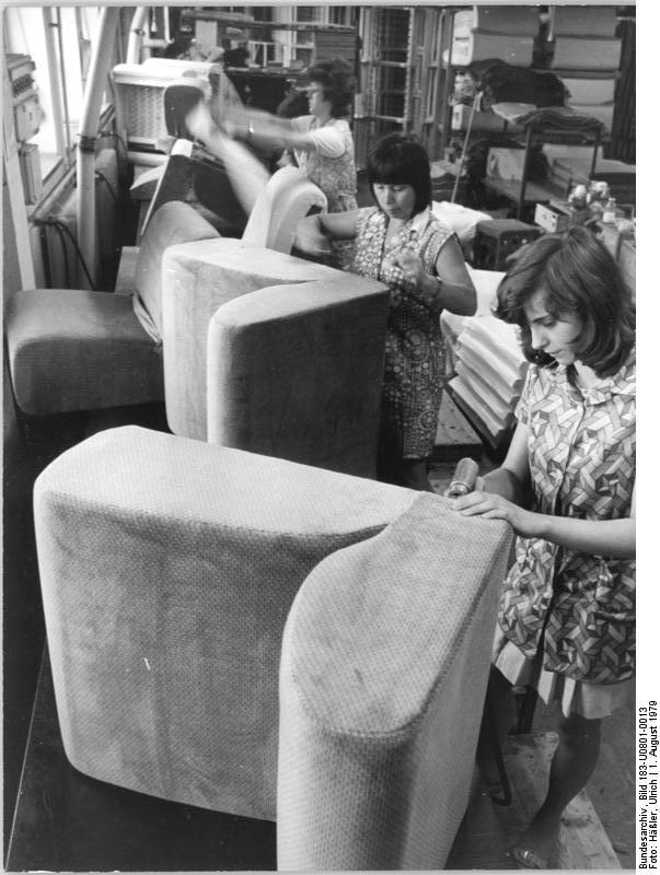 file bundesarchiv bild 183 u0801 0013 oelsa rabenau möbelfabrik polsterei jpg wikimedia commons