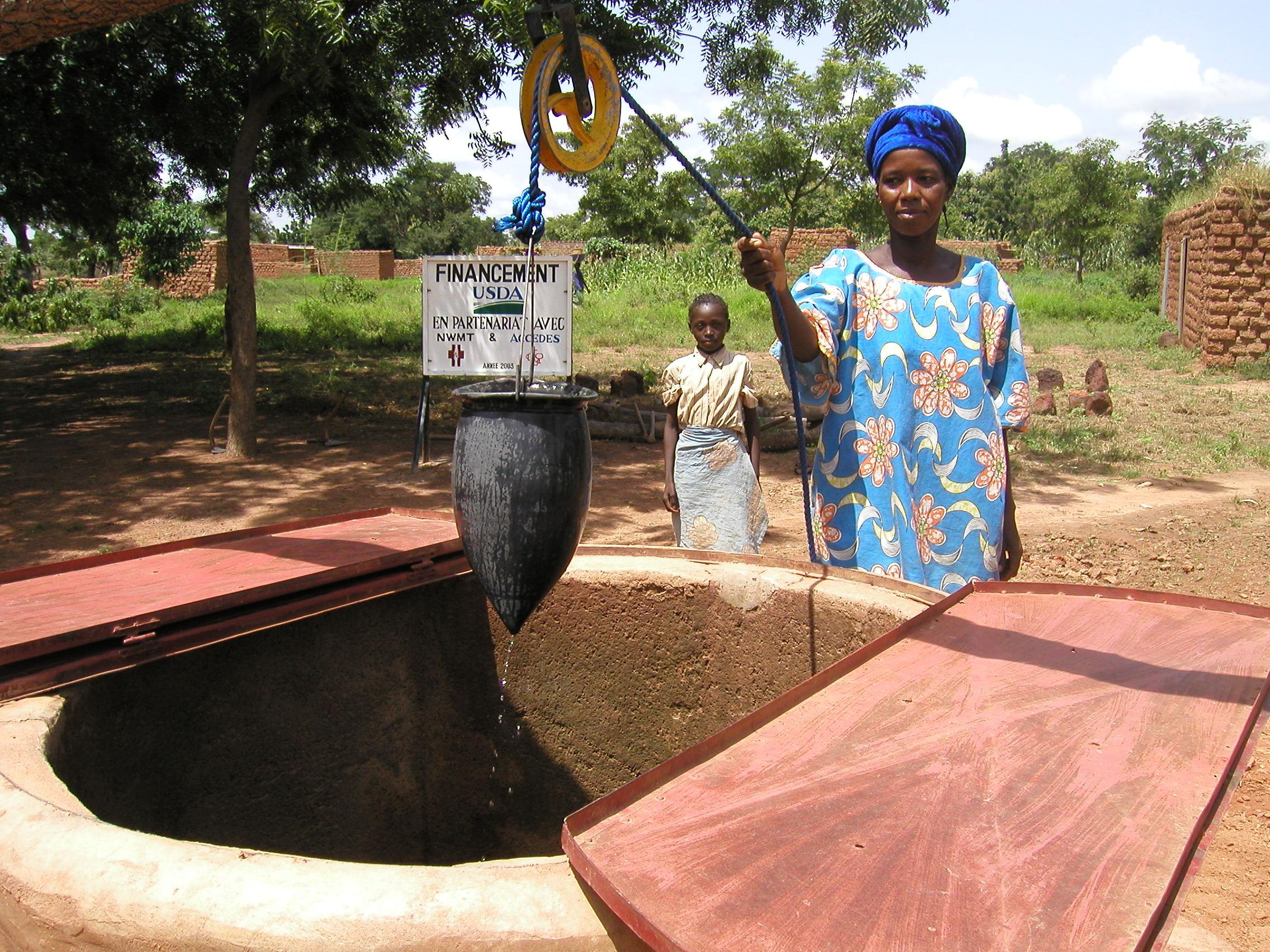 ���� ������� ����... Burkina_Faso_-_Sala_Well.jpg
