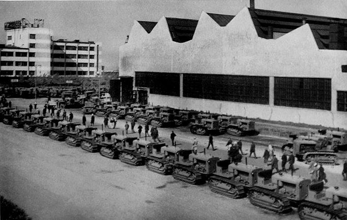Chelyabinsk_tractor_factory_1930s.jpg