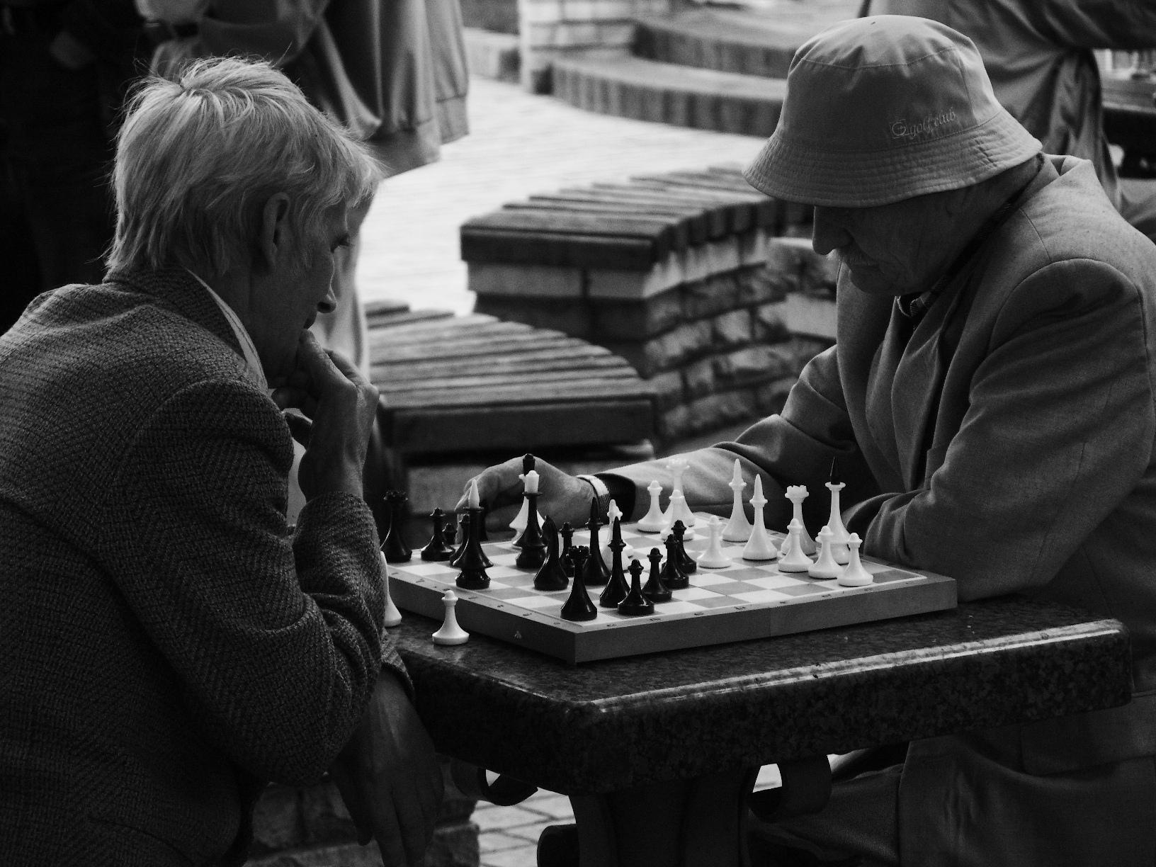 http://upload.wikimedia.org/wikipedia/commons/0/0d/Chess_players_in_park,_kiev_2.JPG
