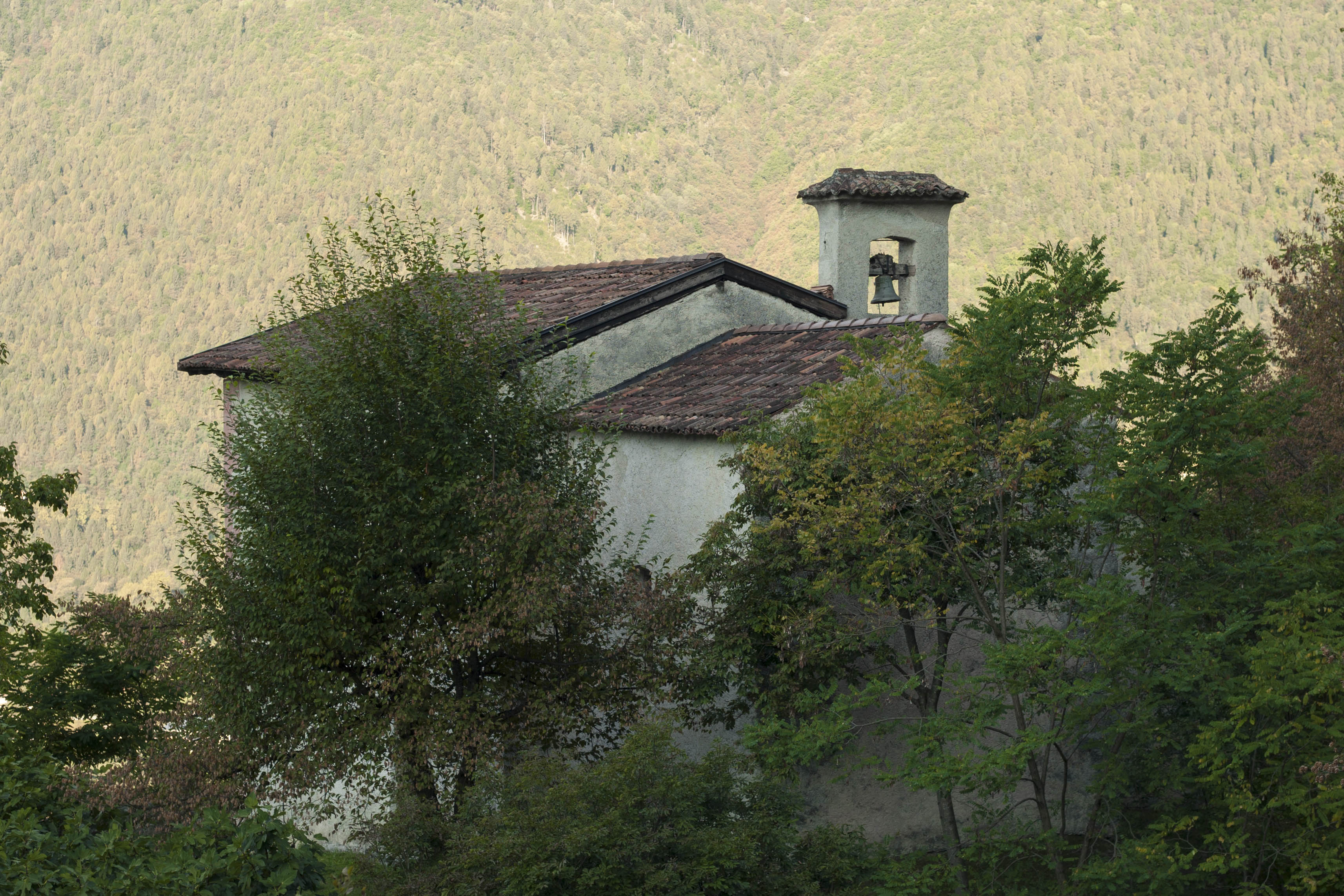 Datei Chiesa di S Lorenzo immersa nel verde –