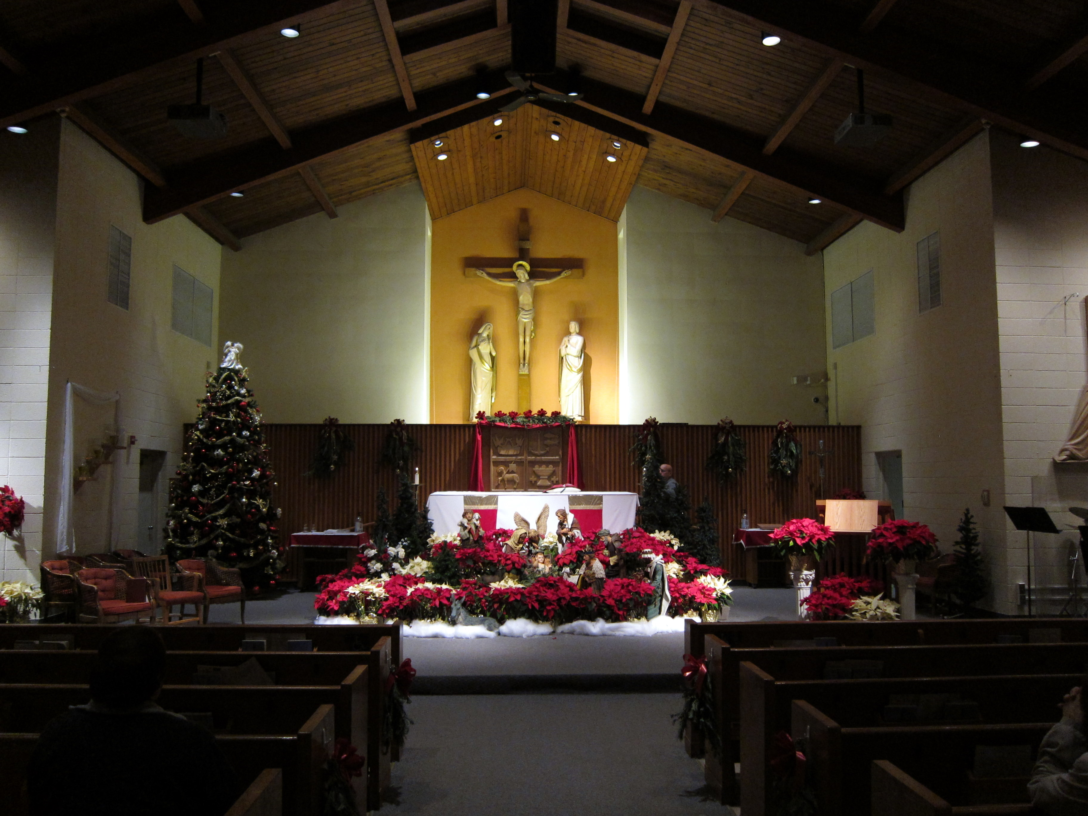 Christmas decorating ideas for church sanctuary joy for Interior christmas decorating ideas